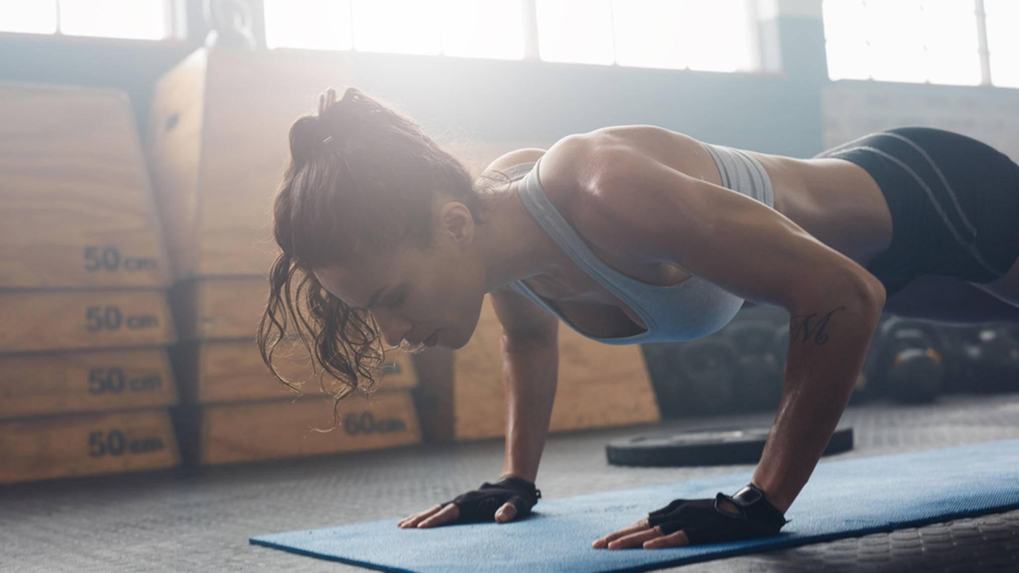 Kraftübungen mit dem eigenen Körpergewicht wie Liegestütze sind für das Tabata-Training bestens geeignet.