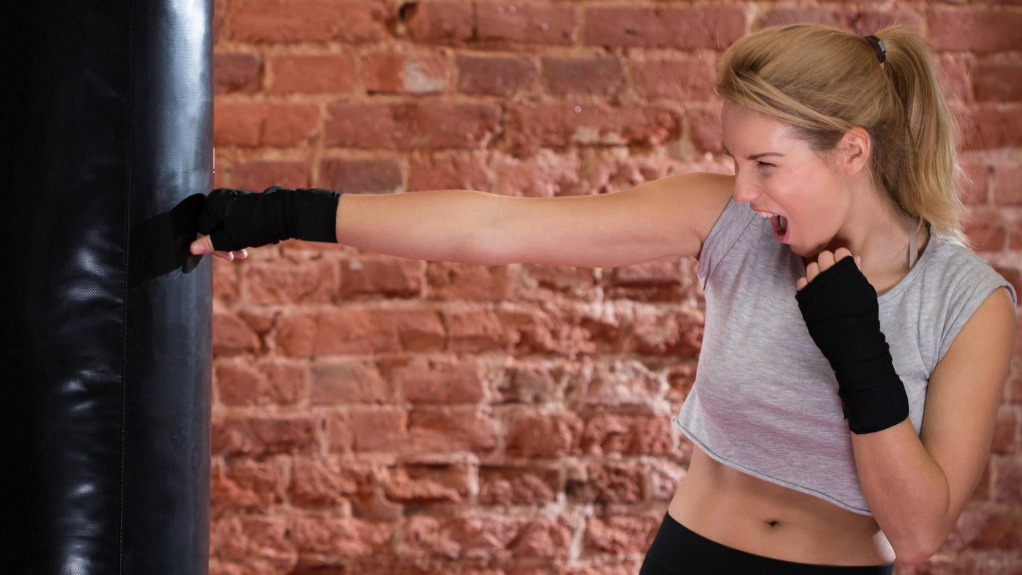 Wer sich beim Sport fluchend Luft macht, kann seine Leistungen steigern.