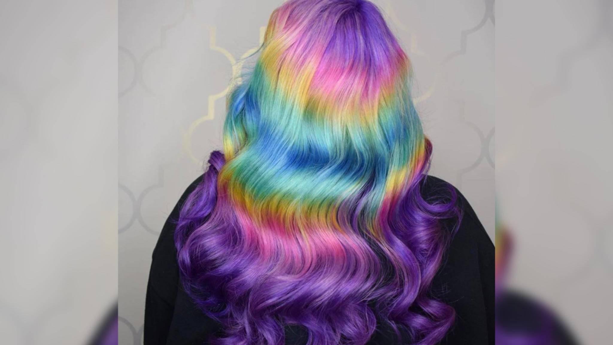 Das Shine Line Hair ist der neuste Hit in der Einhörner-und-Regenbogen-Welt von Instagram.
