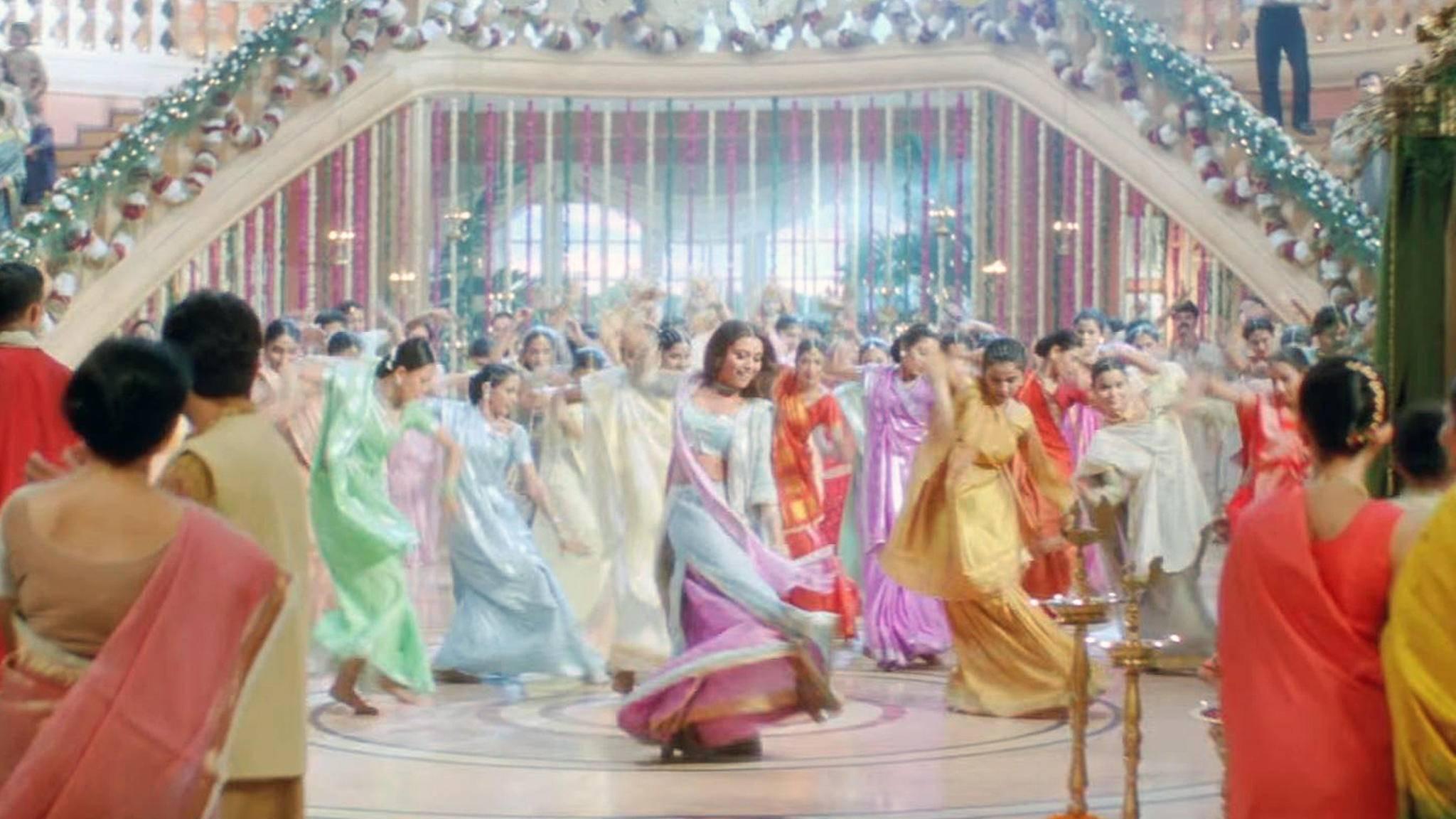Bollywood-Filme ziehen auch viele westliche Zuschauer durch ihre Farbenpracht in ihren Bann.