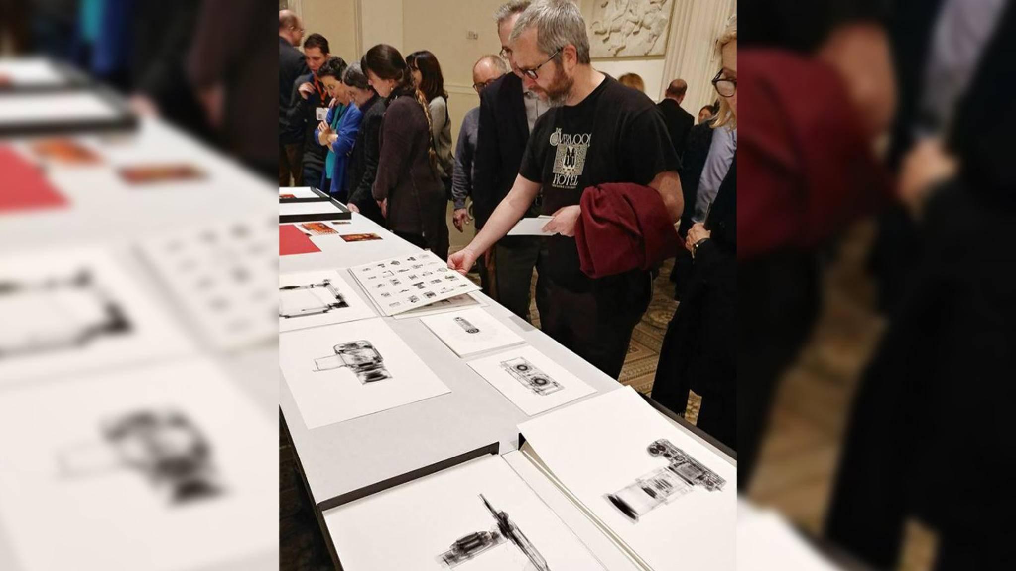 Mit seinen ungewöhnlichen Aufnahmen fasziniert Kent Krugh auch die Besucher von Fotoausstellungen.