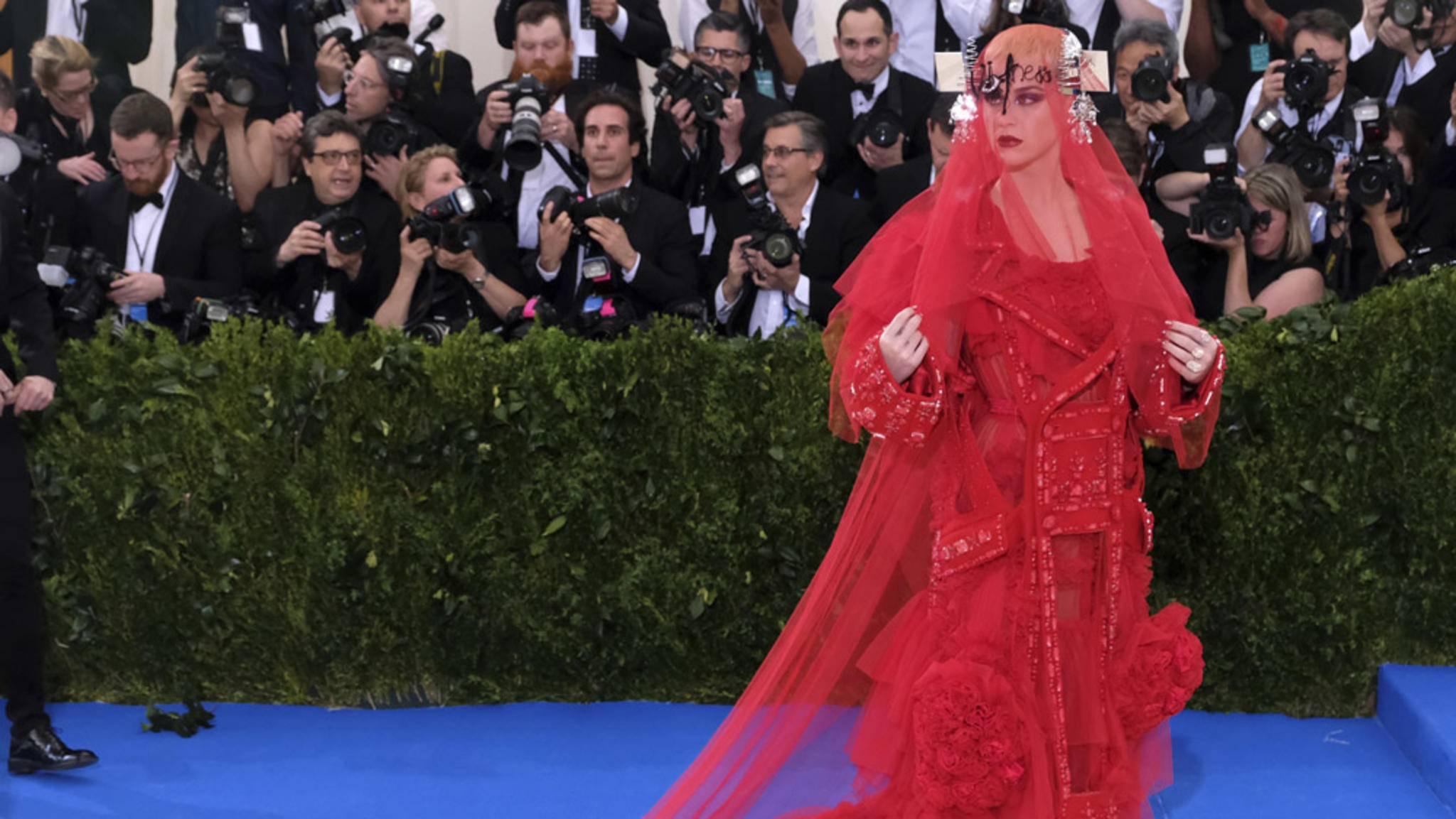 Teasert dieser Look von Katy Perry den Namen ihres kommenden Albums an?