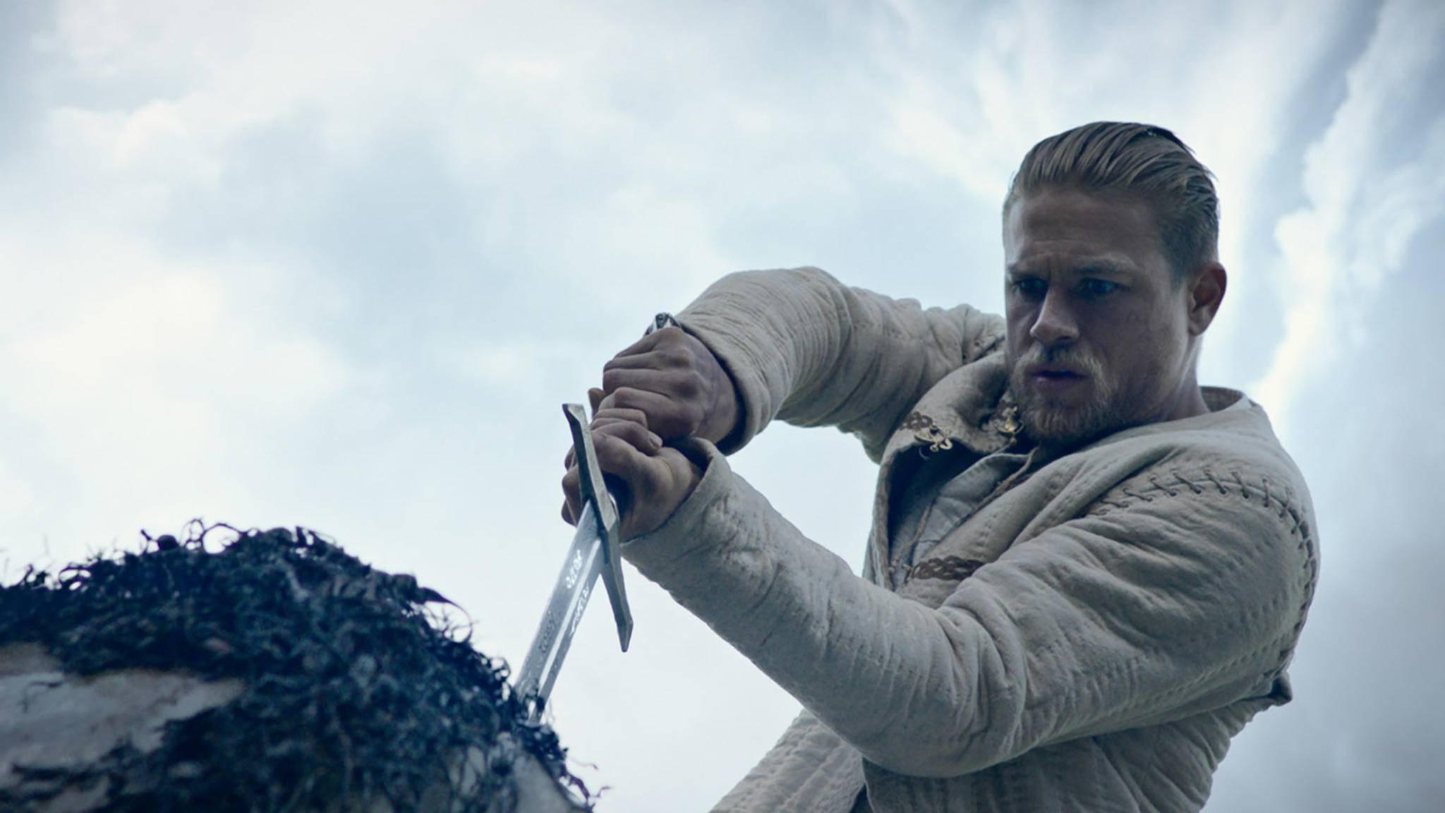 """Mit """"King Arthur"""" wagte sich Guy Ritchie 2017 an eine neue Legendenverfilmung, der erhoffte Erfolg blieb jedoch aus."""