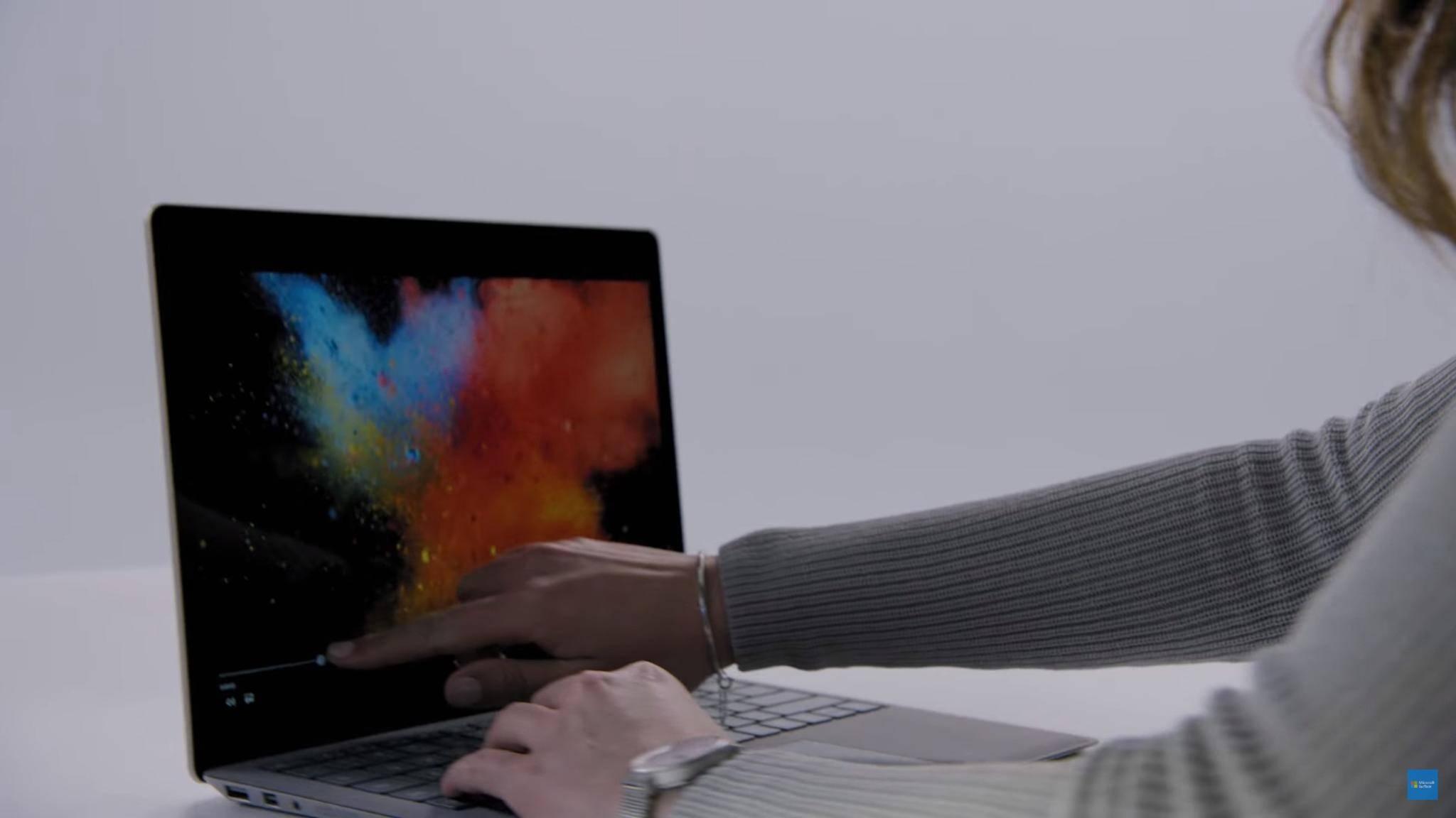 Microsofts Surface Laptop hat einen hochauflösenden Touchscreen.