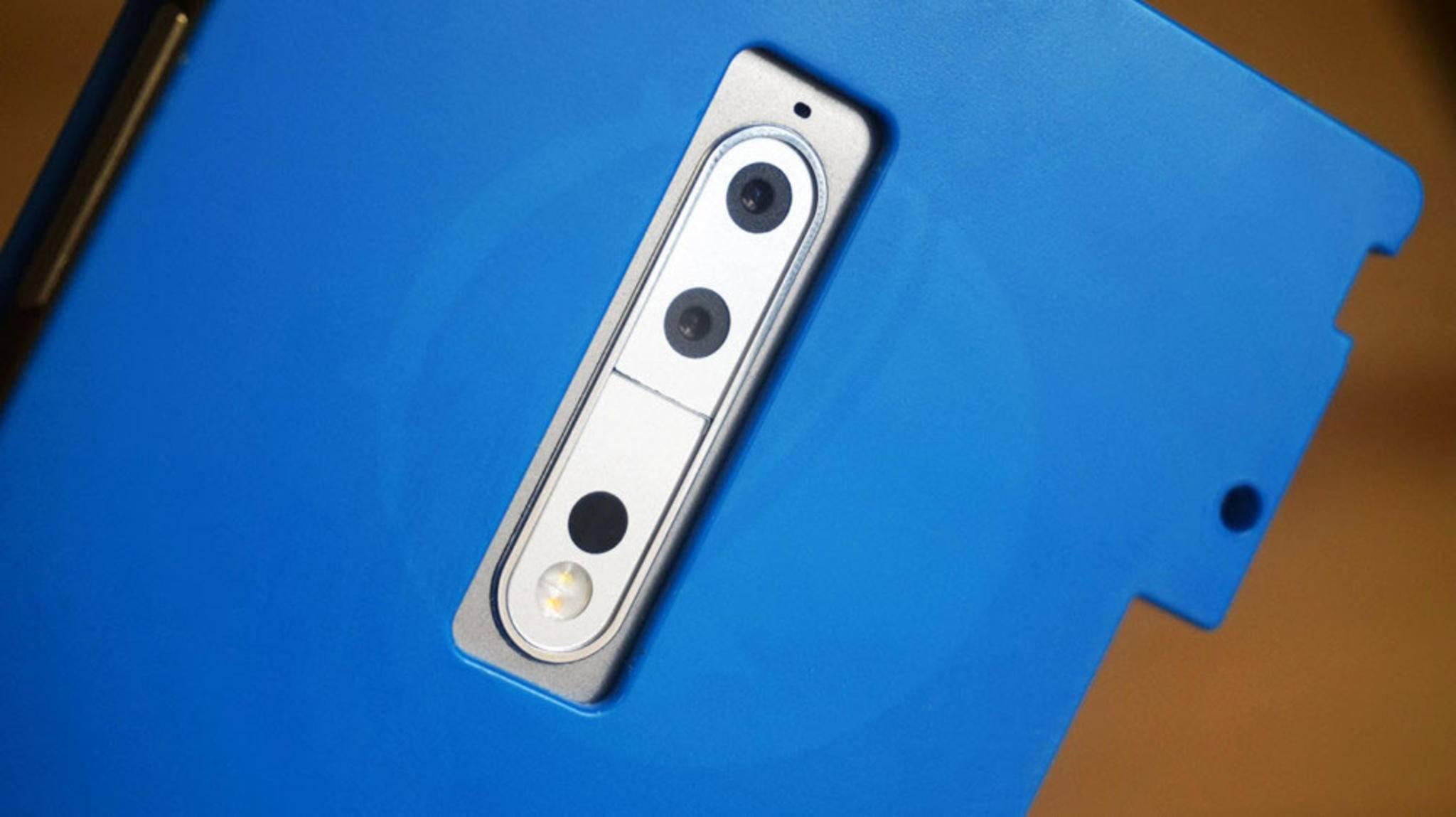 Trotz speziellem Case zeigt sich wohl die Dual-Kamera des Nokia 9 auf diesem Bild.