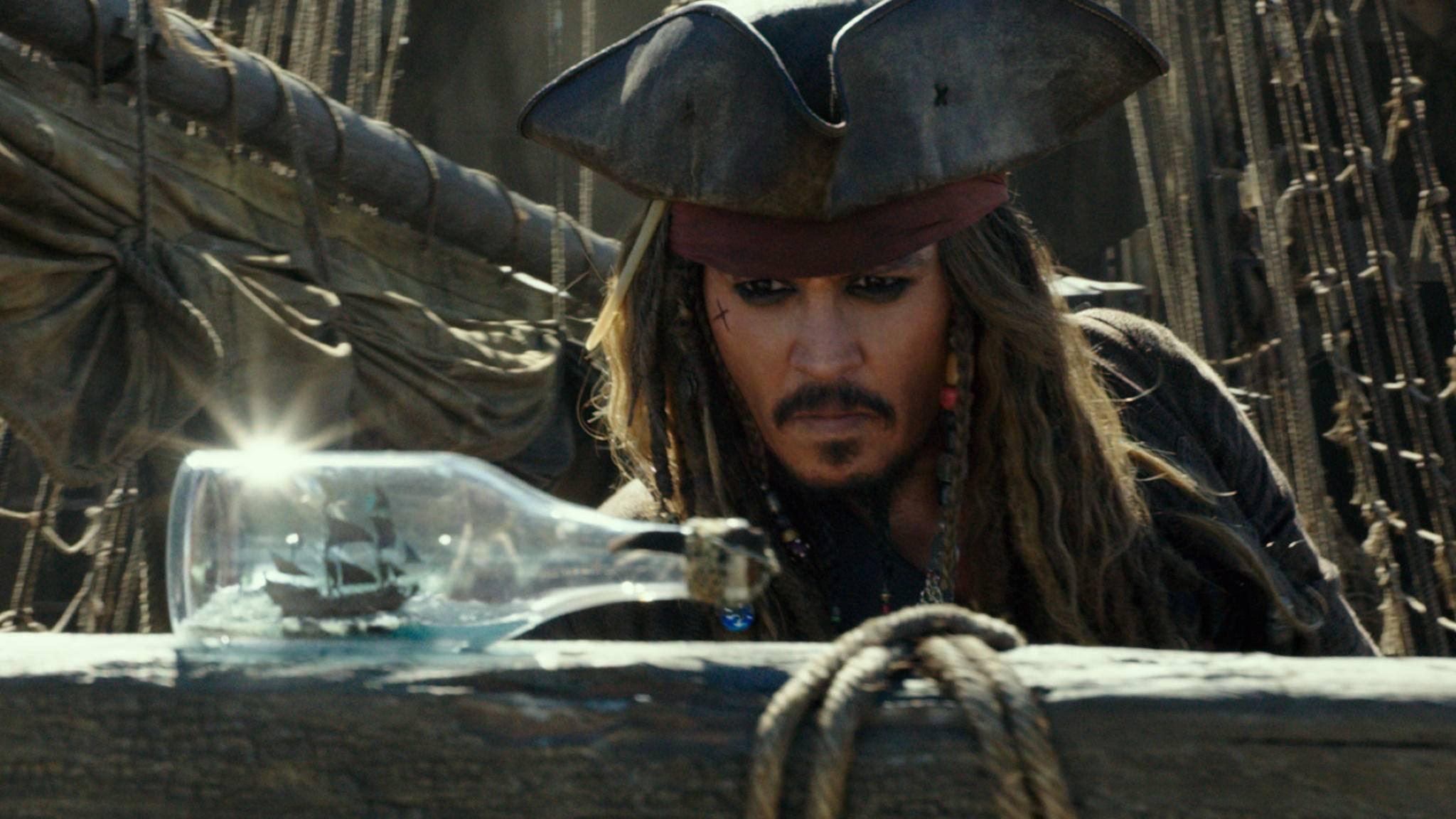 Dandy-Pirat aus Leidenschaft: Captain Jack Sparr(rrr!)ow (Johnny Depp).