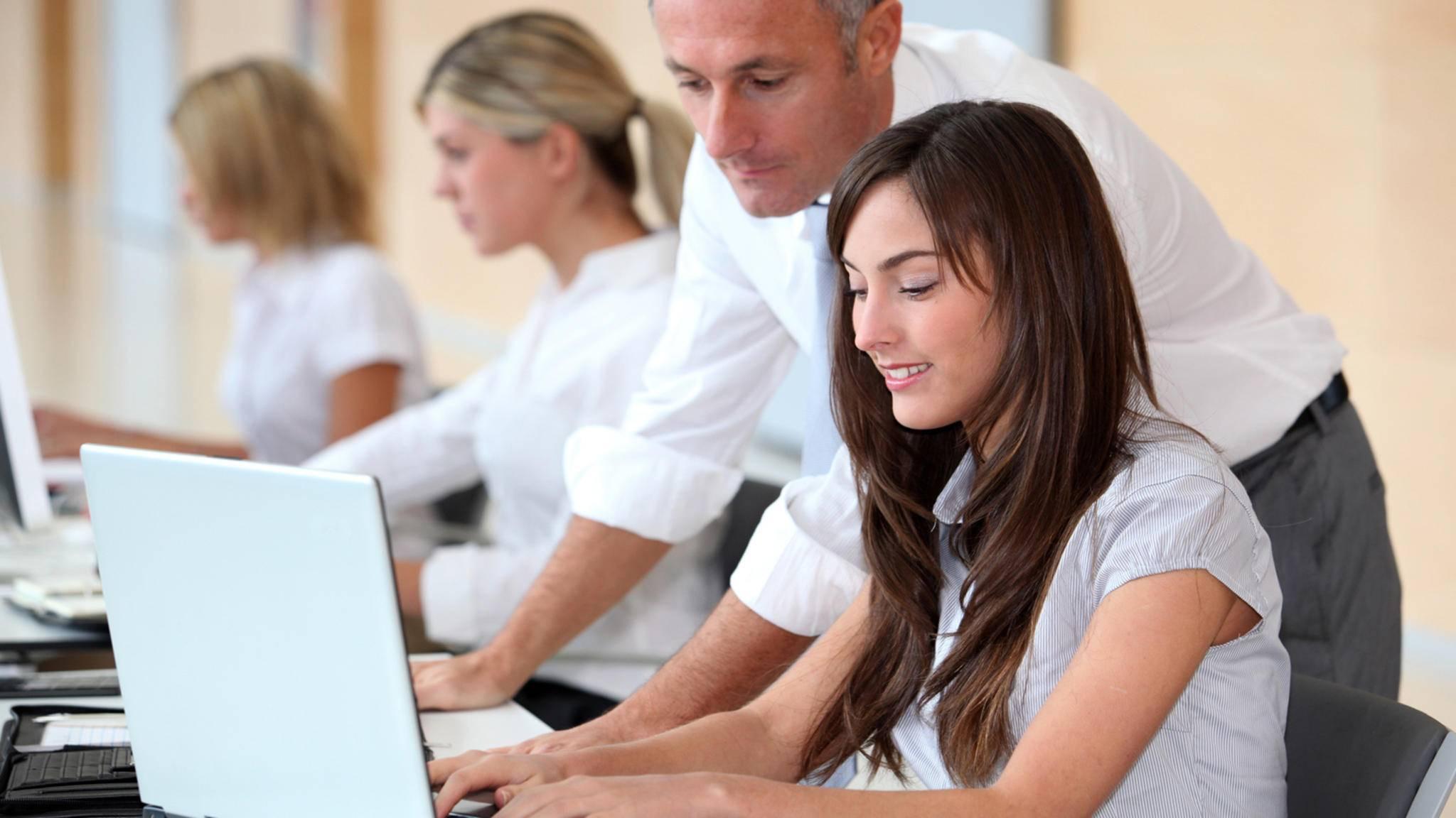 In einigen Unternehmen wird auch von Praktikanten viel erwartet – das zeigt sich dann allerdings auch im Gehalt.