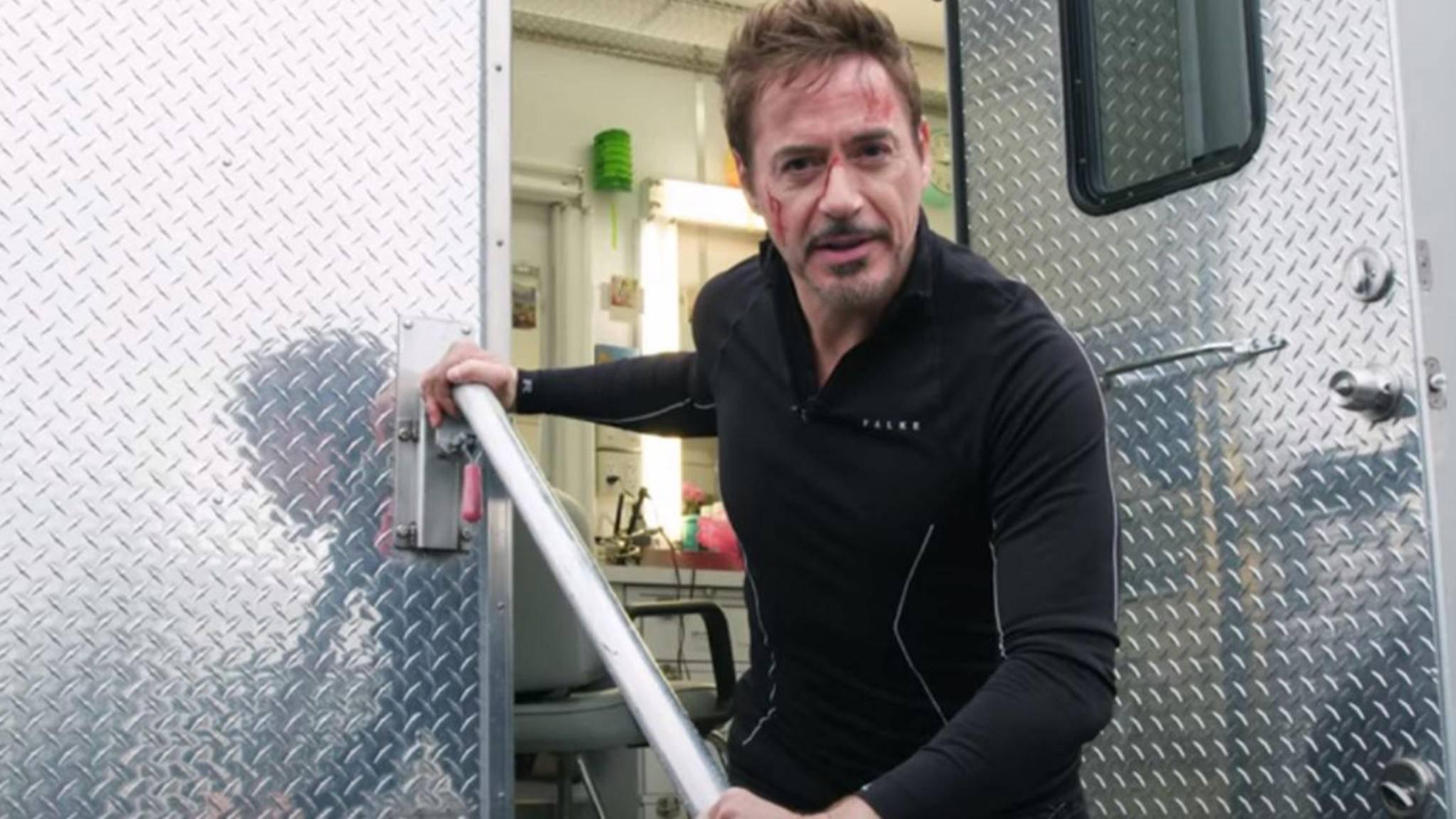 """Robert Downey Jr. startet seinen Aufruf direkt vom Set zu """"Infinity War""""."""