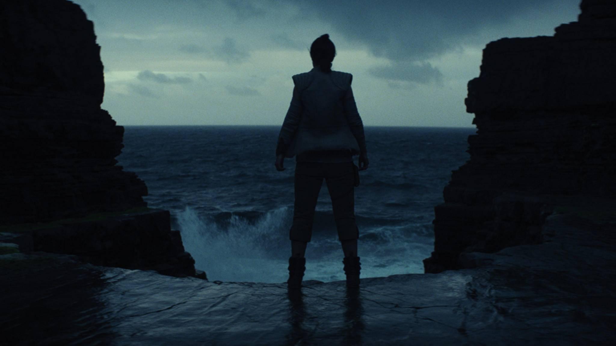 """Neue Bilder zu """"Star Wars: Die letzten Jedi"""" setzen unter anderem Rey in Szene."""