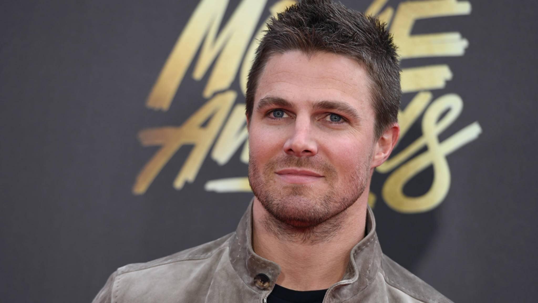 """Stephen Amell beweist, dass er für """"Arrow"""" weder Bodydouble noch Stuntman benötigt."""