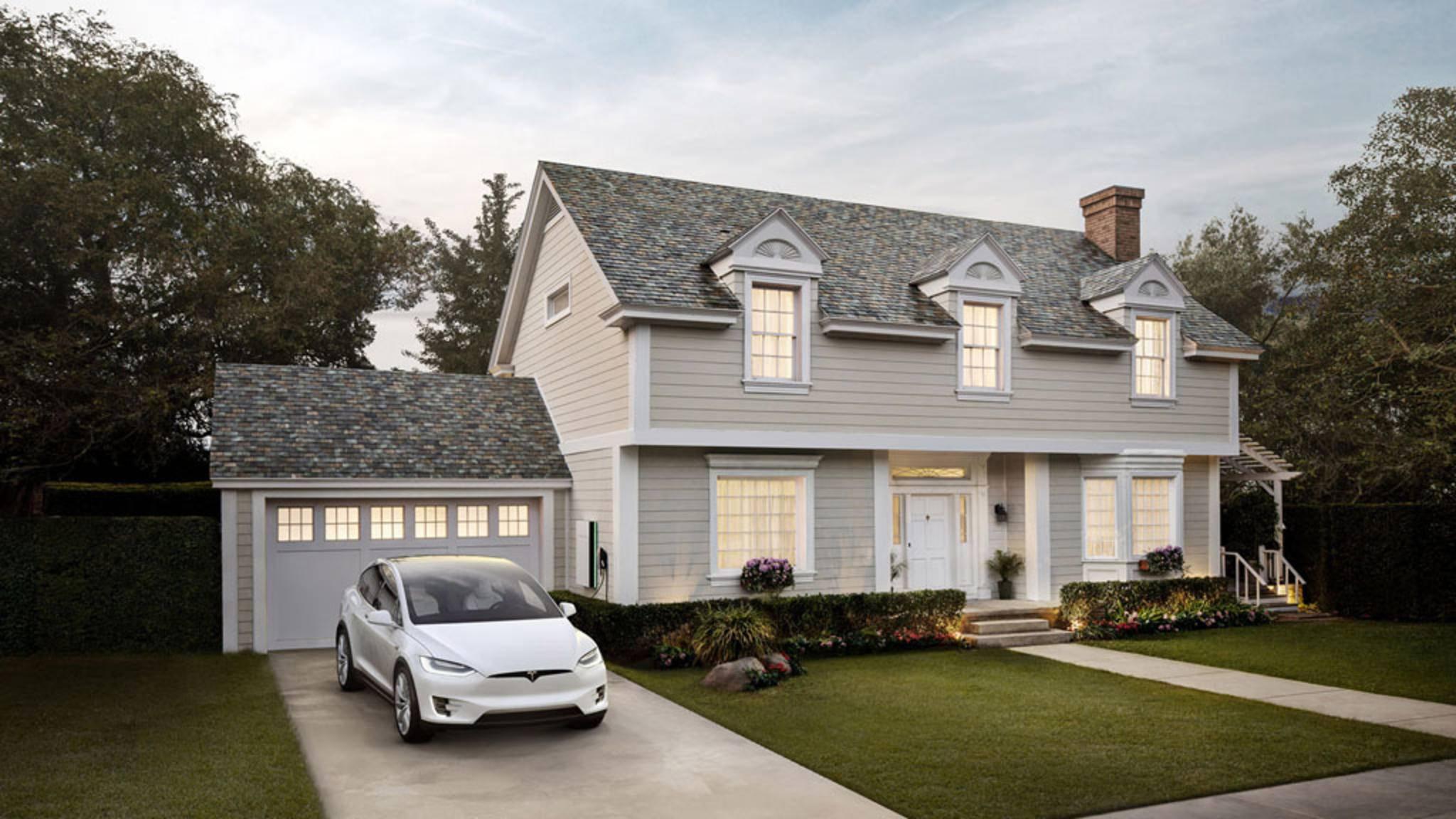 Von unten gesehen soll kein Unterschied zwischen einem Tesla-Solardach und einem regulären Dach erkennbar sein.