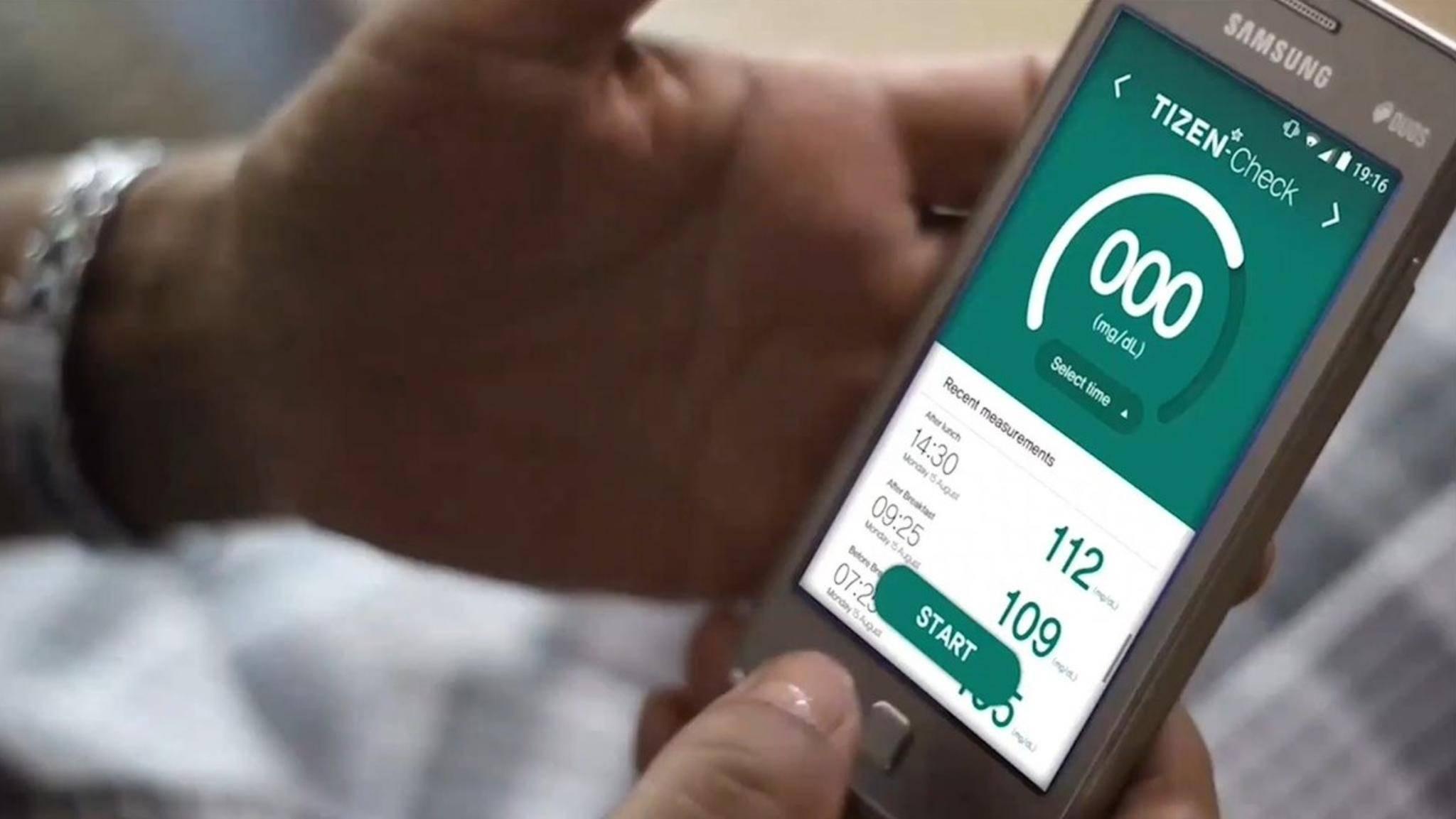 Tizen Check testet den Blutzuckerwert via Smartphone.