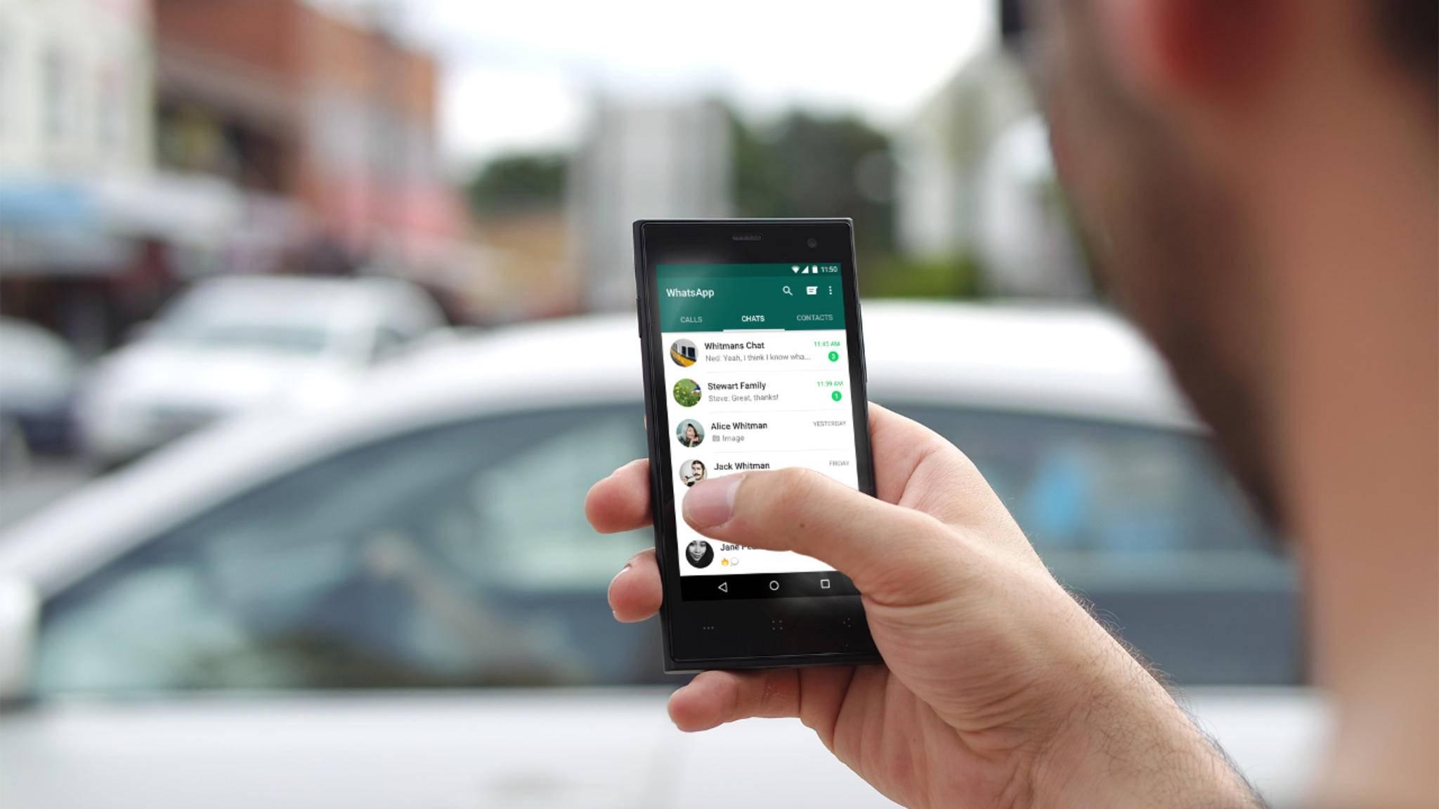 WhatsApp-Nachrichten können an andere Kontakte weitergeleitet werden.