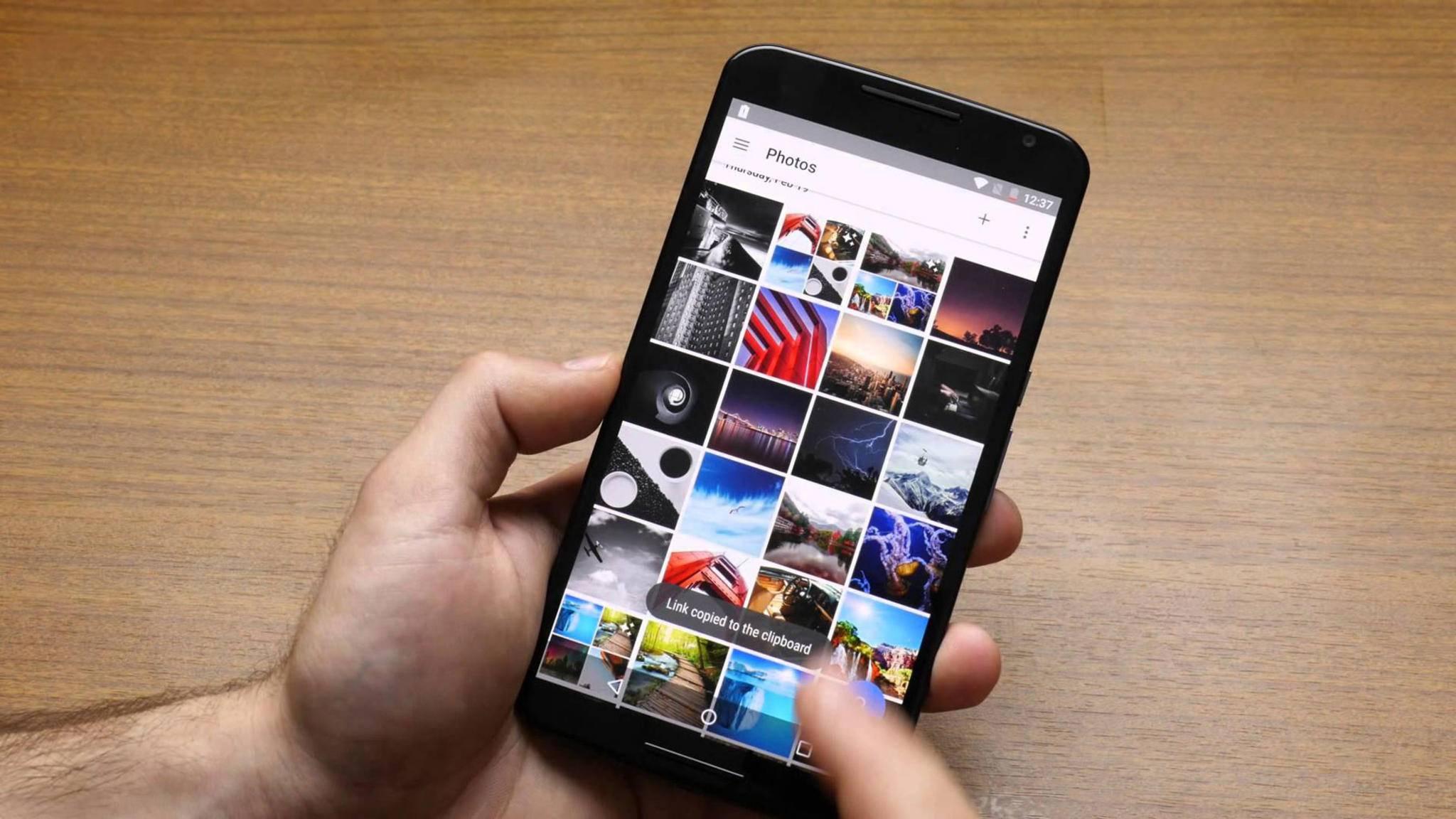 Künftig lassen sich einzelne Bilder in Google Fotos über einen Chat teilen.