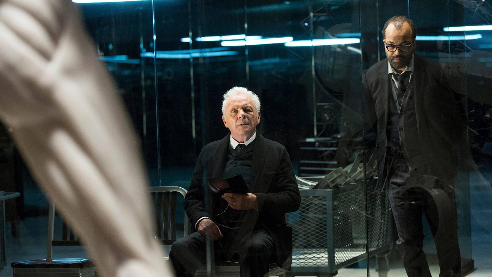 Robert Fords (Anthony Hopkins) Pläne für Westworld scheinen sich auf andere Art zu verwirklichen als von ihm vorgesehen.