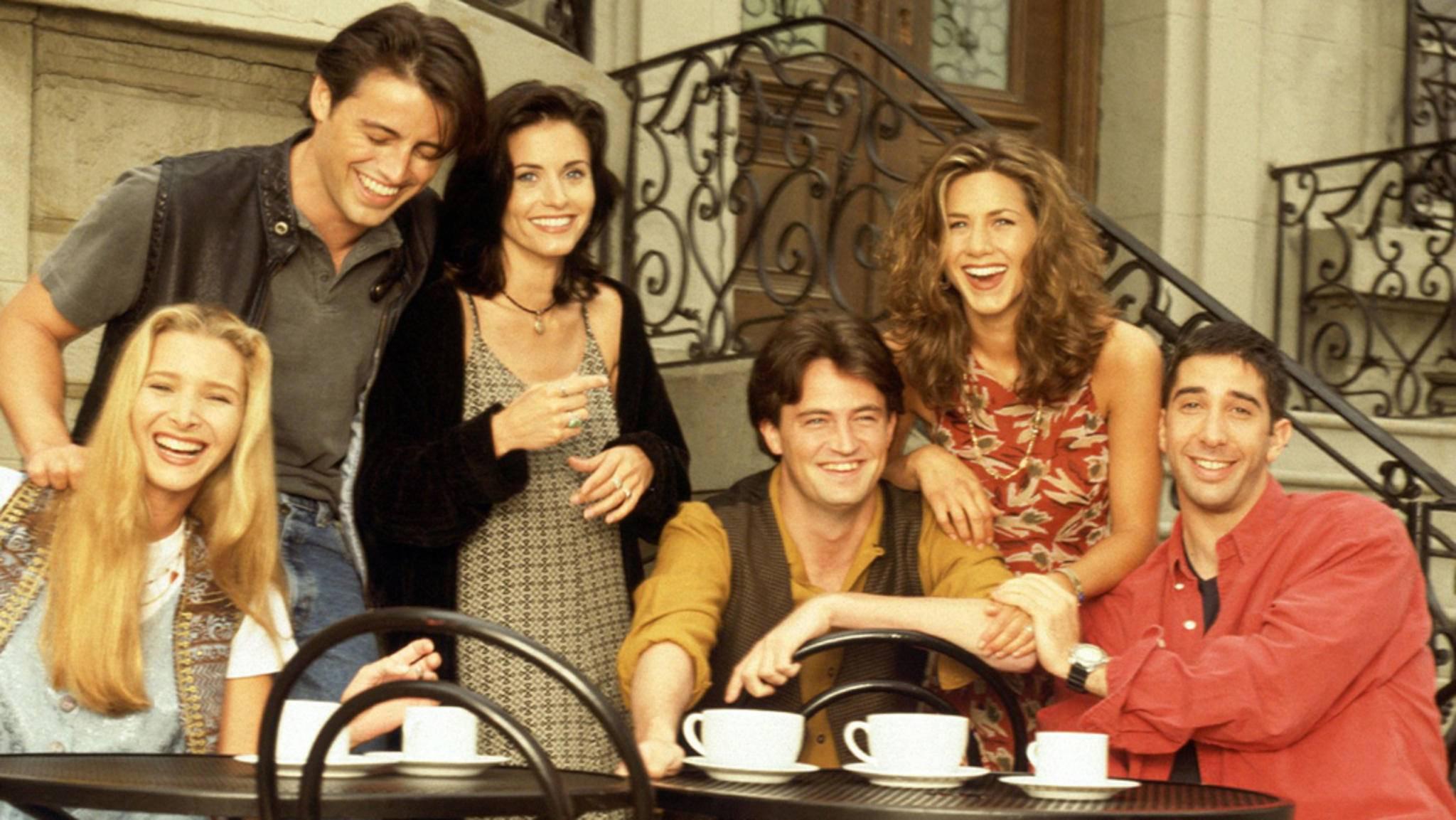 """Eine große Tasse Kaffee durfte in den allermeisten Folgen von """"Friends"""" nicht fehlen."""