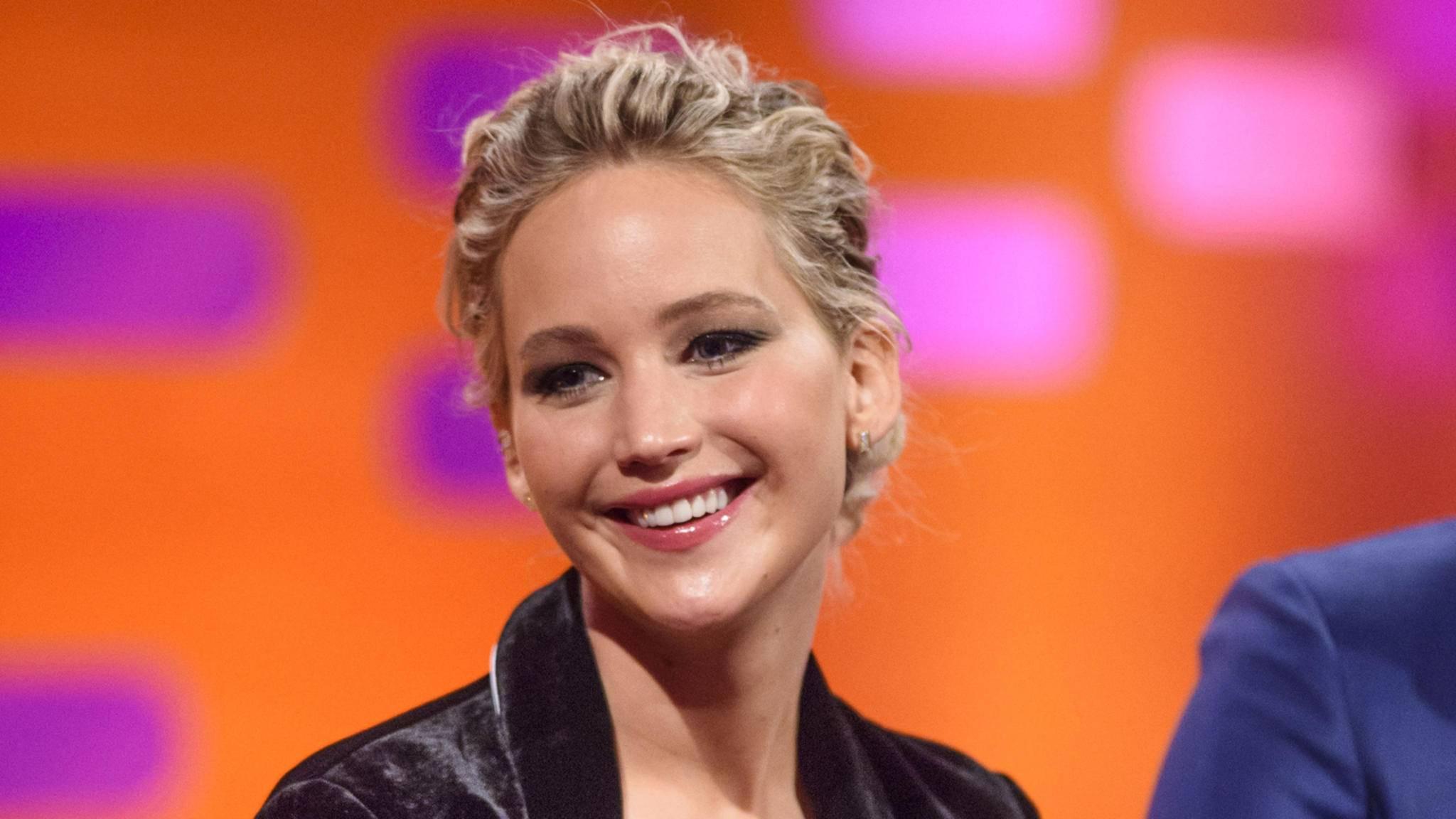 Starallüren sucht man bei Jennifer Lawrence vergeblich. Sie mag es bodenständig und ist derben Witzen nicht abgeneigt.
