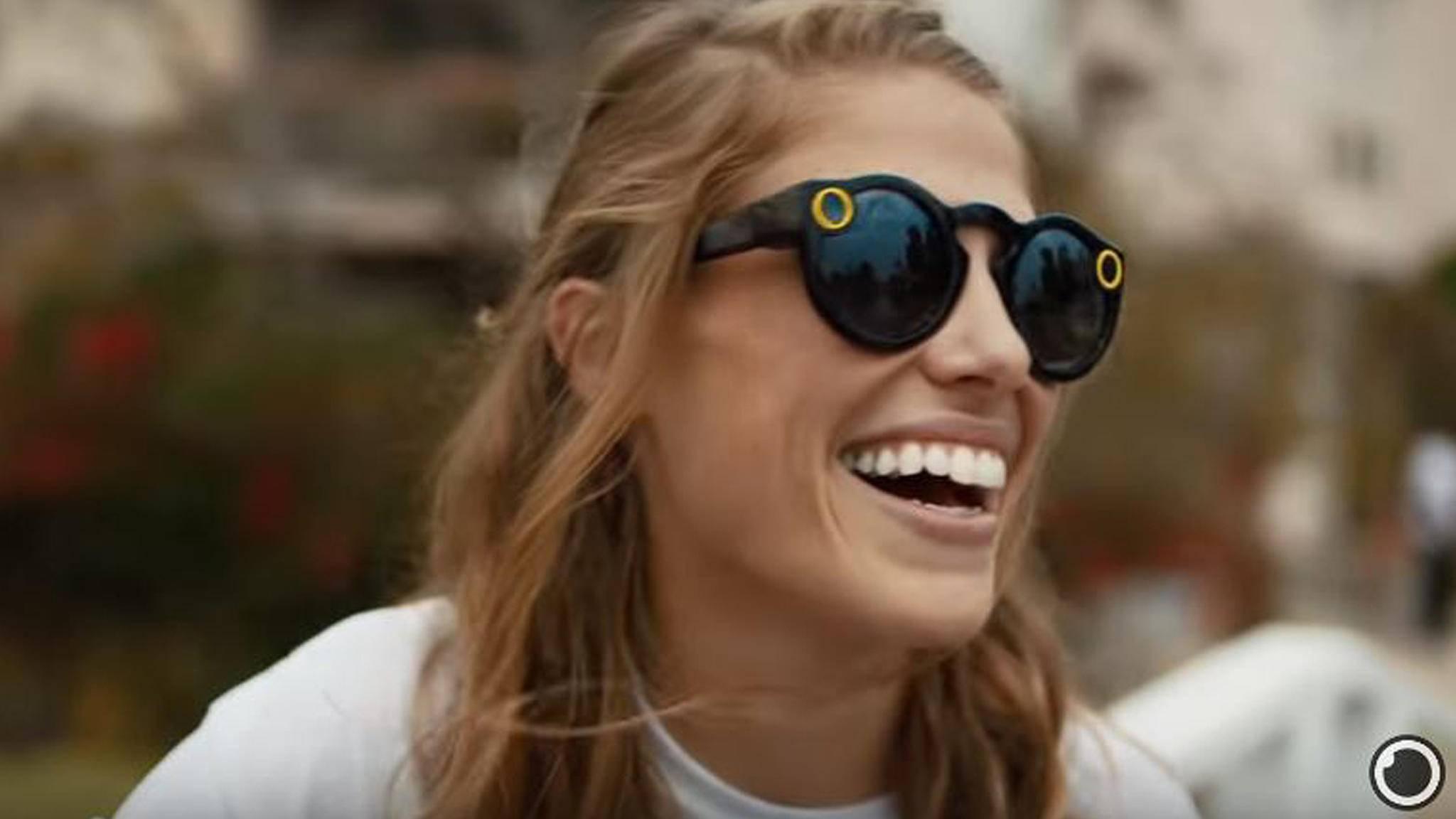 Ab sofort ist die smarte Sonnenbrille von Snapchat auch in Europa erhältlich.