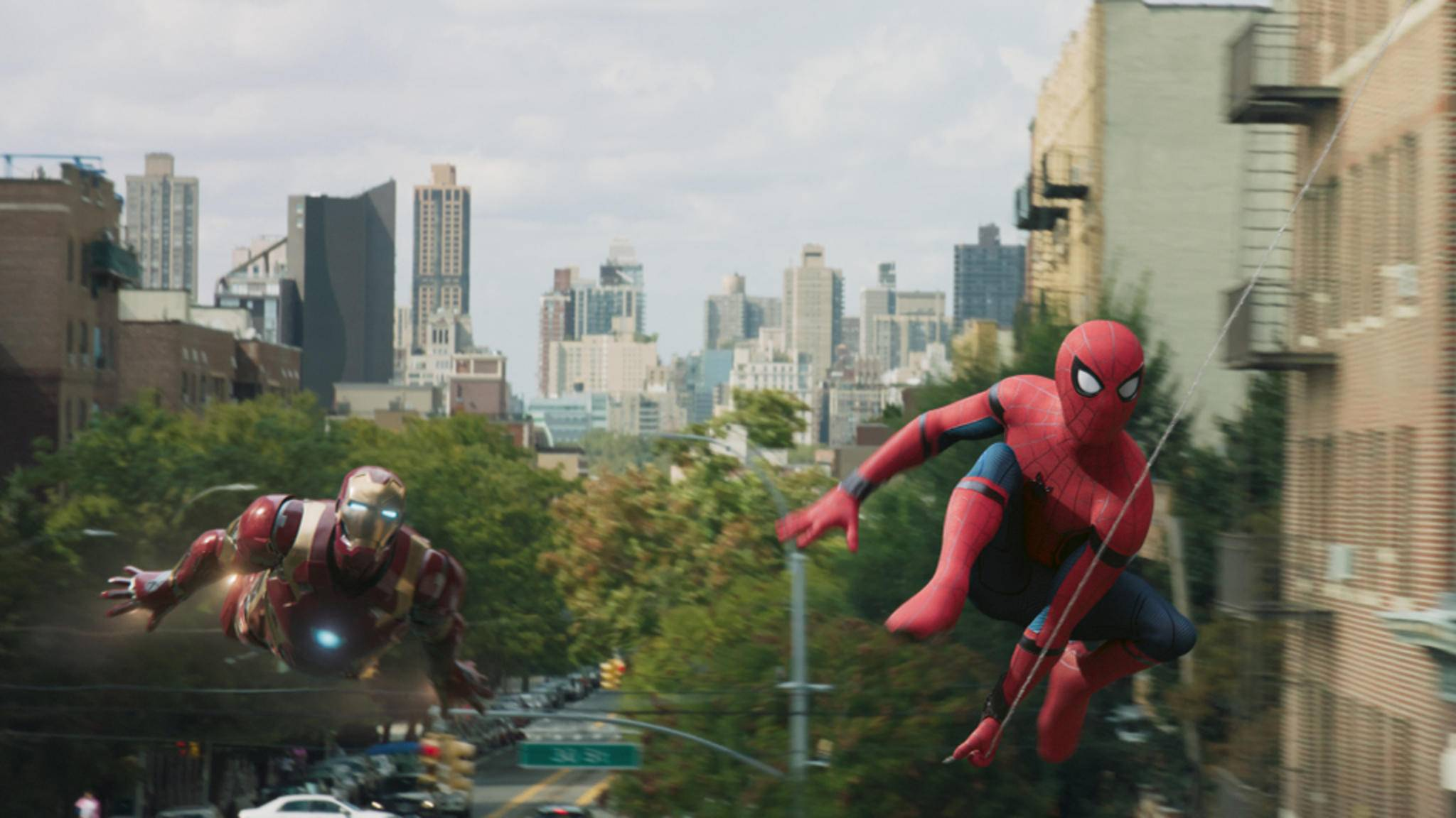 Tony Stark hat offenbar schon länger ein wachsames Auge auf Peter Parker.