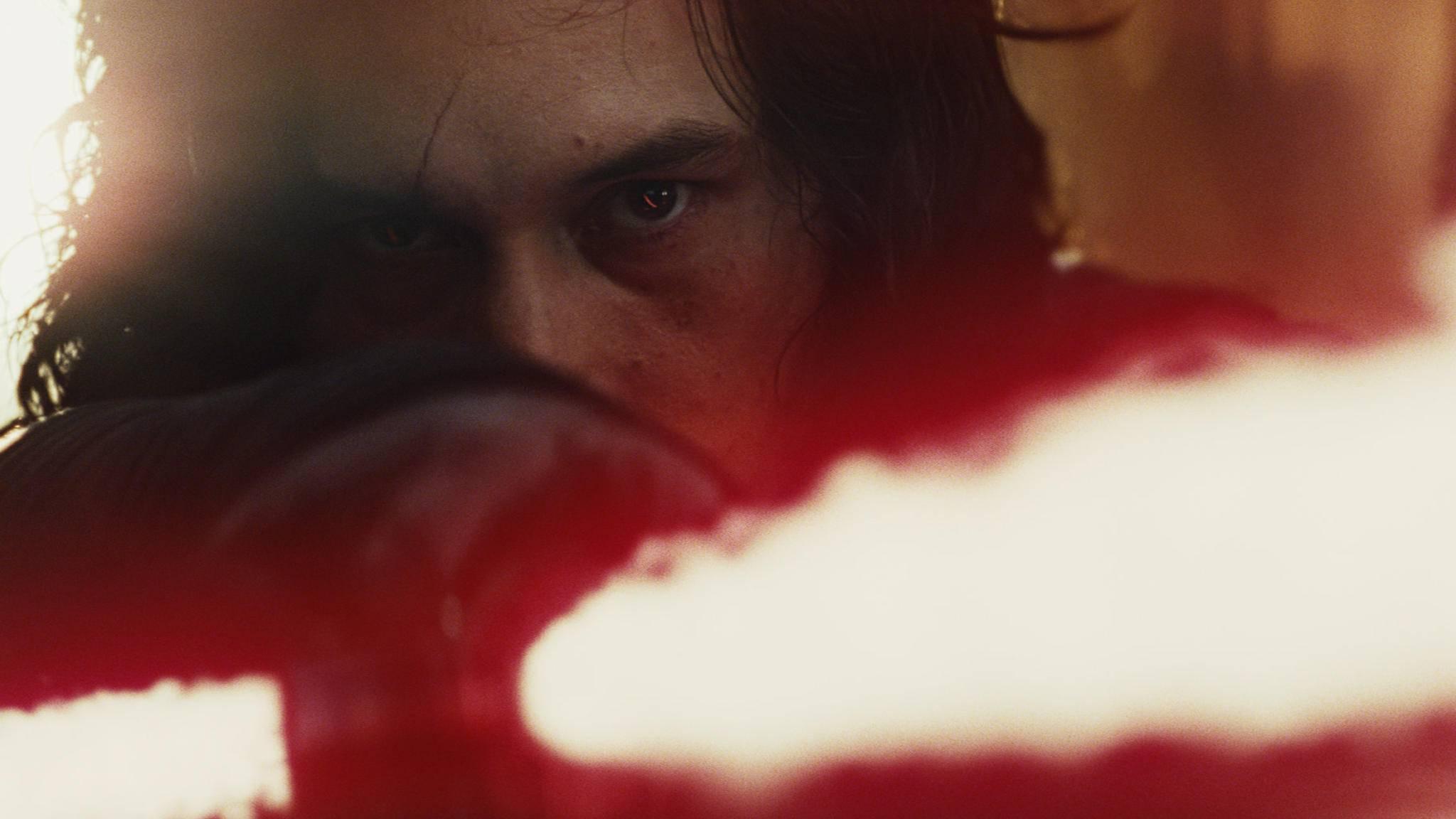 """Kylo-Ren-Darsteller Adam Driver findet das Drehbuch zu""""Star Wars: Episode 8"""" """"bemerkenswert""""."""