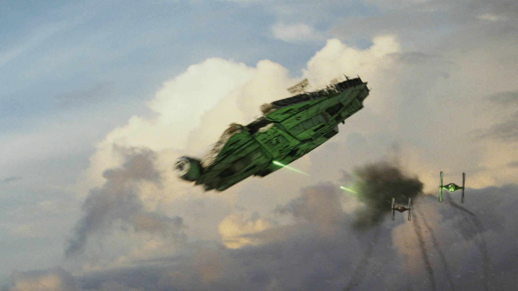 """Wartet derzeit in England auf seinen nächsten Einsatz: der """"Star Wars""""-Flitzer Millennium Falke."""