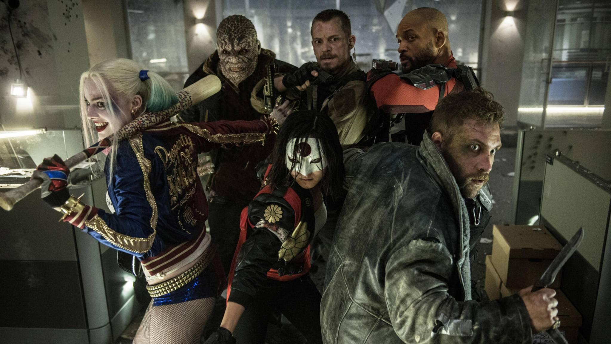 """Joel Kinnaman (hier in der Mitte der hinteren Reihe) hat sich bereits Gedanken zu """"Suicide Squad 2"""" gemacht."""
