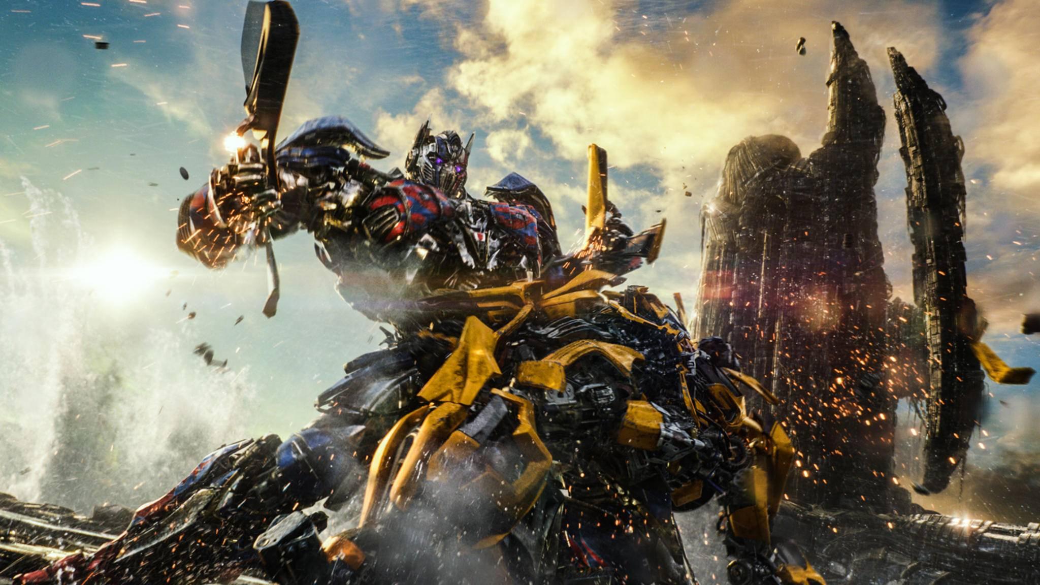 """Mit Optimus Prime und Bumblebee müssen sich in Teil 5 der """"Transformers""""-Reihe die schlagkräftigsten Autobots messen."""