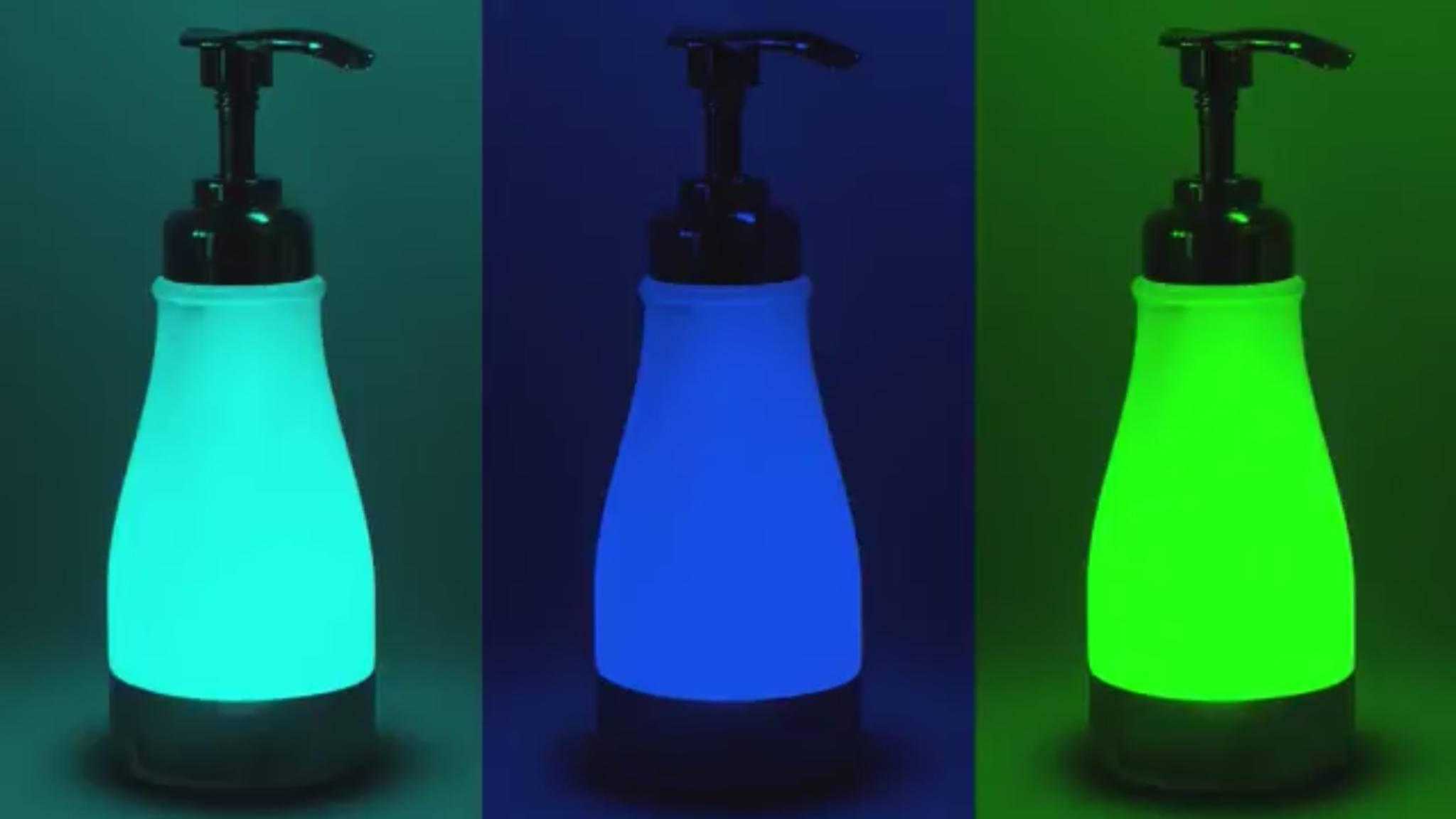 Das leuchtende Nachtlicht illumi-Soap soll das Bad upgraden.