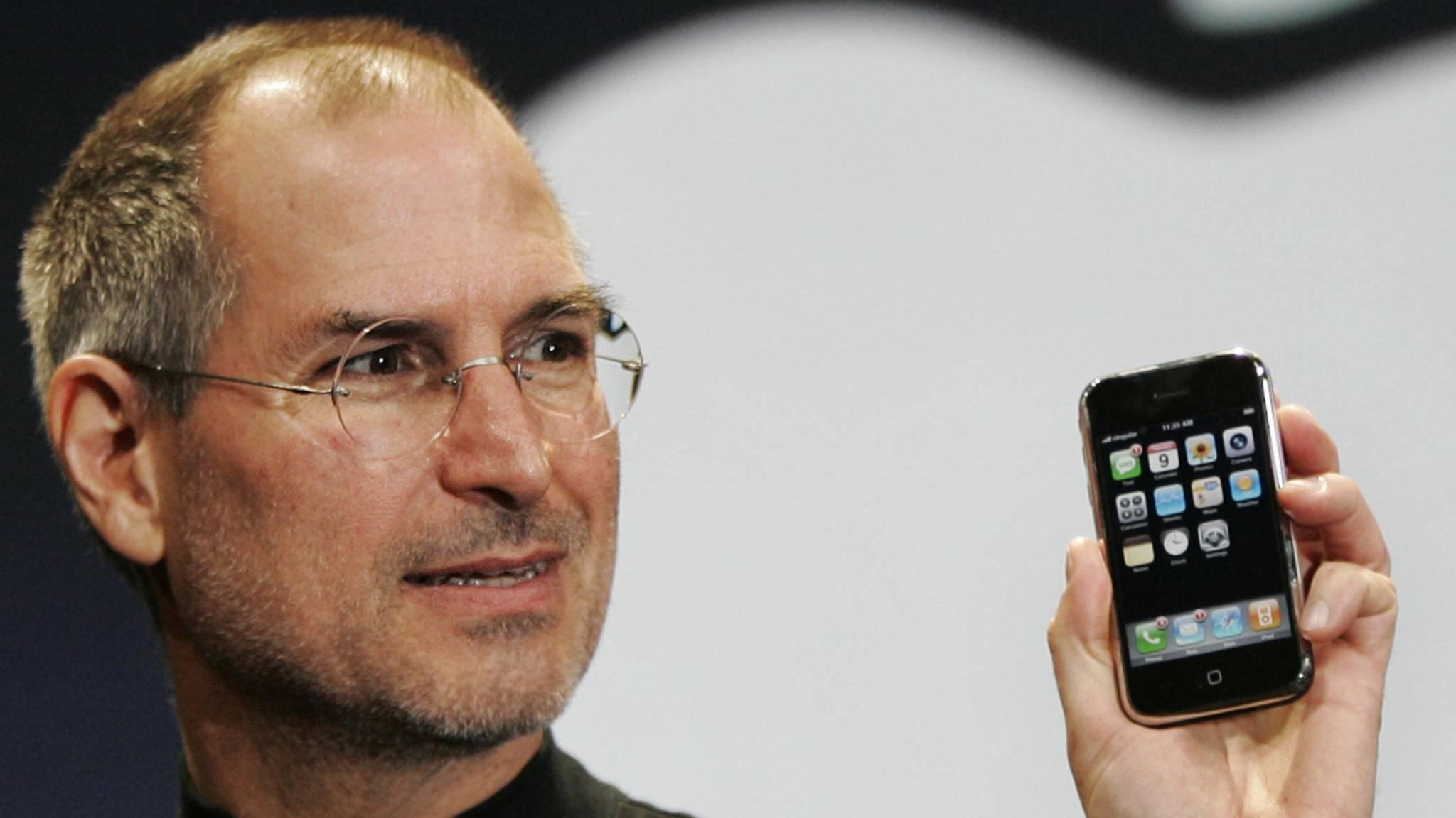 Steve Jobs stellte das erste iPhone im Jahr 2007 vor.