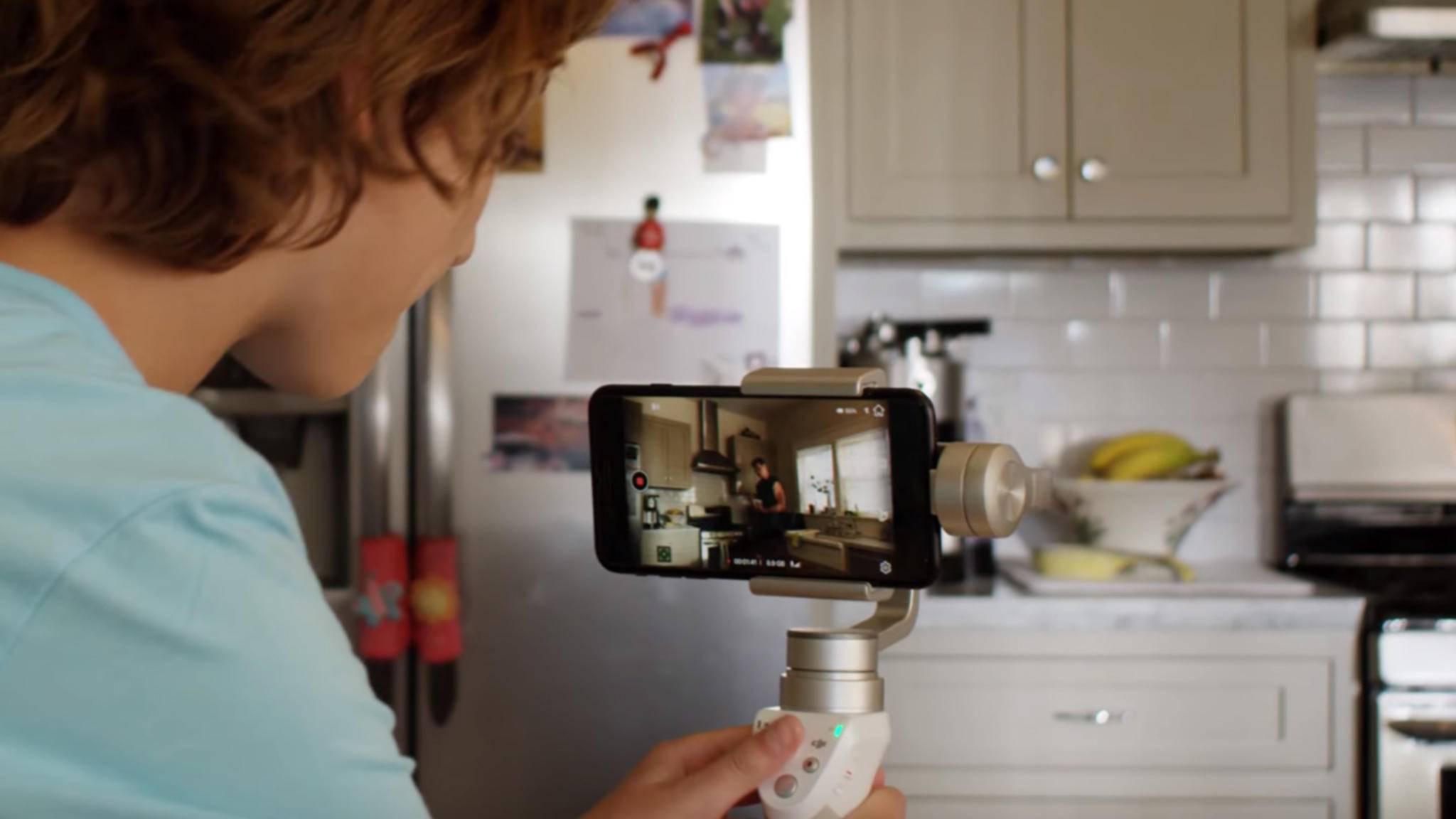 Mit einem Gimbal-System fürs iPhone wirken Videos besonders professionell.