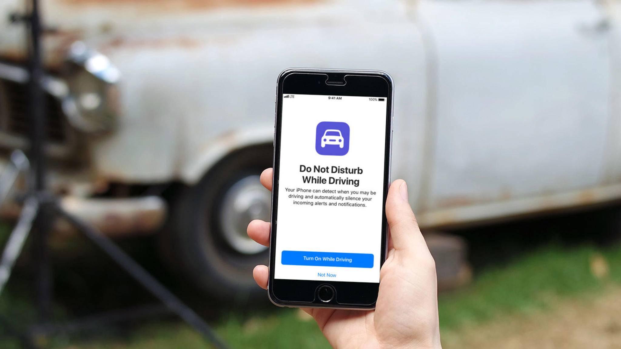 """Der neue """"Nicht stören während der Fahrt""""-Modus soll die Sicherheit während des Autofahrens verbessern."""