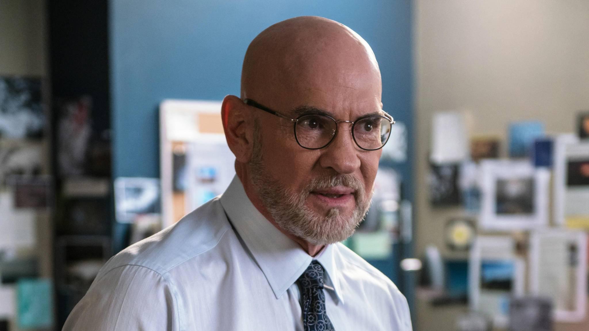 """FBI-Assistant Director Walter Skinner wird Mulder und Scully auch in Staffel 11 von """"Akte X"""" wieder zur Seite stehen."""