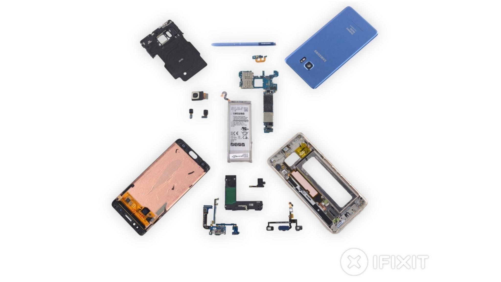 Das Galaxy Note FE in seine Einzelteile zerlegt.
