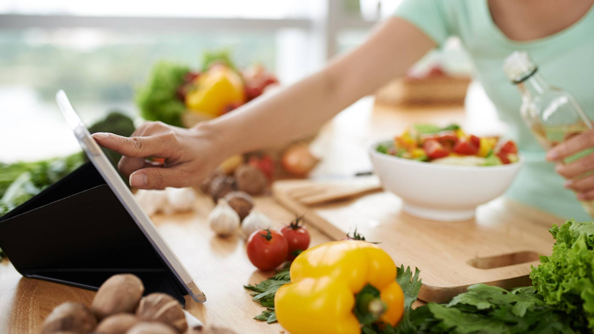 Mit den richtigen Rezepte-Apps werden Tablet und Co. zu echten Küchenhelfern.