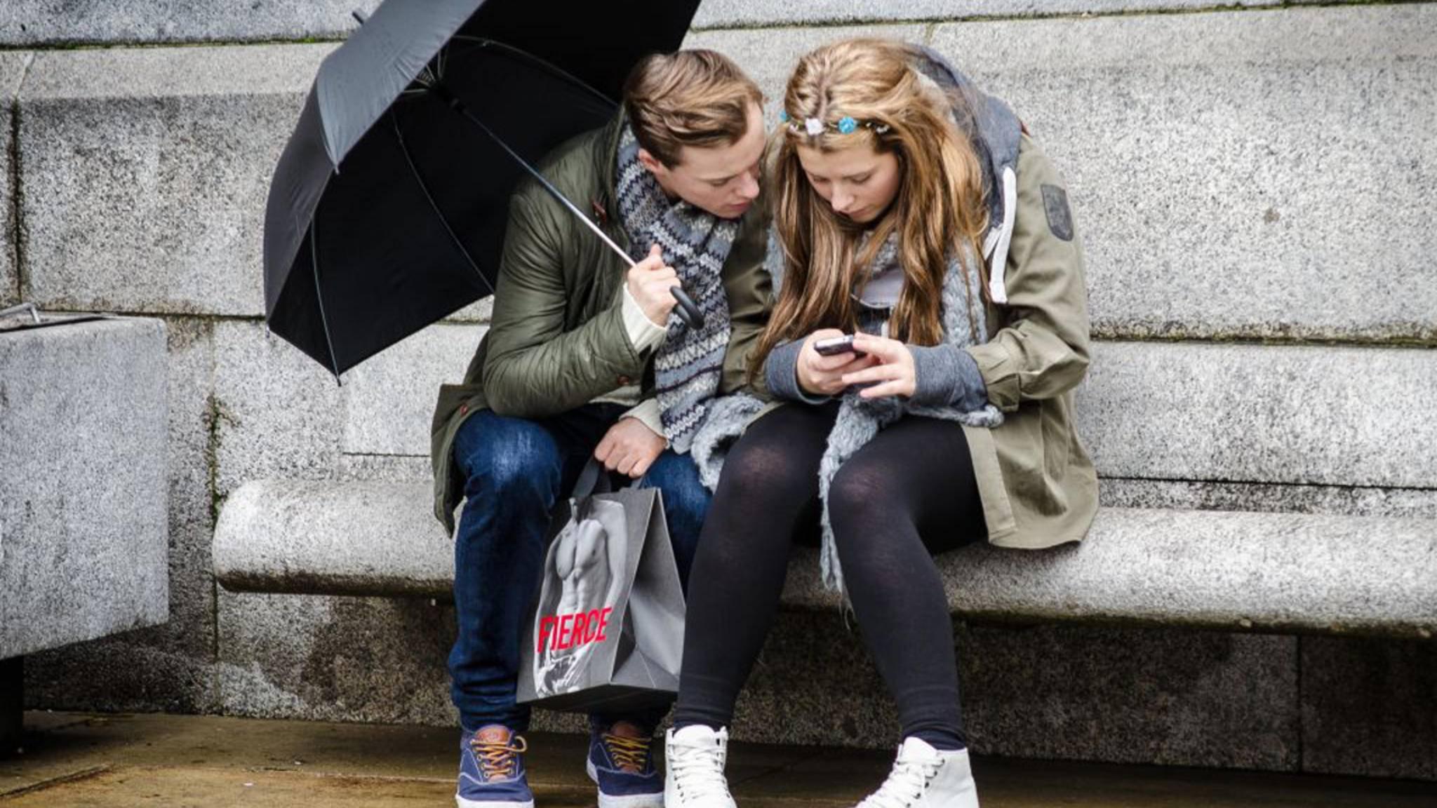 """""""Freunde kann man nicht kaufen, sie sind ein Geschenk"""" – zu jeder Gelegenheit gibt es den passenden WhatsApp-Status-Spruch."""