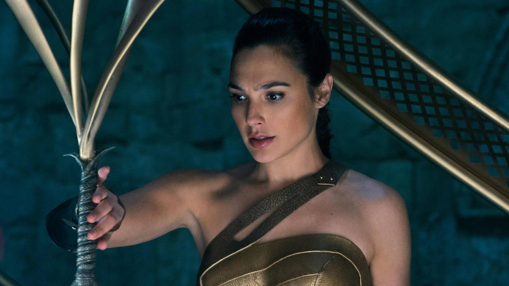 """""""Wonder Woman"""" Gal Gadot packt die Gelegenheit beim Schopfe und schließt sich Dwayne Johnson in """"Red Notice"""" an."""