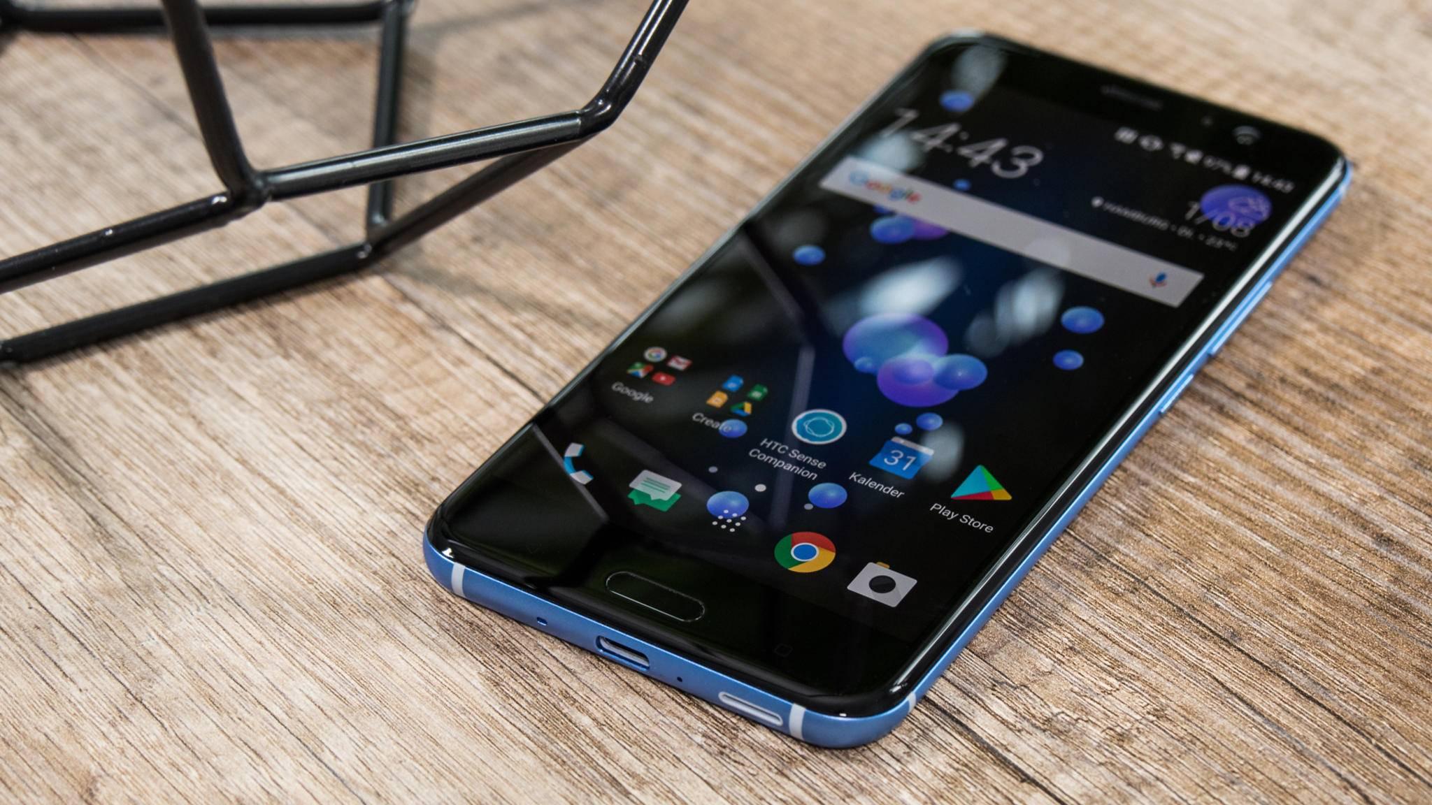 Das HTC U11 bietet ein hochwertiges und originelles Design.