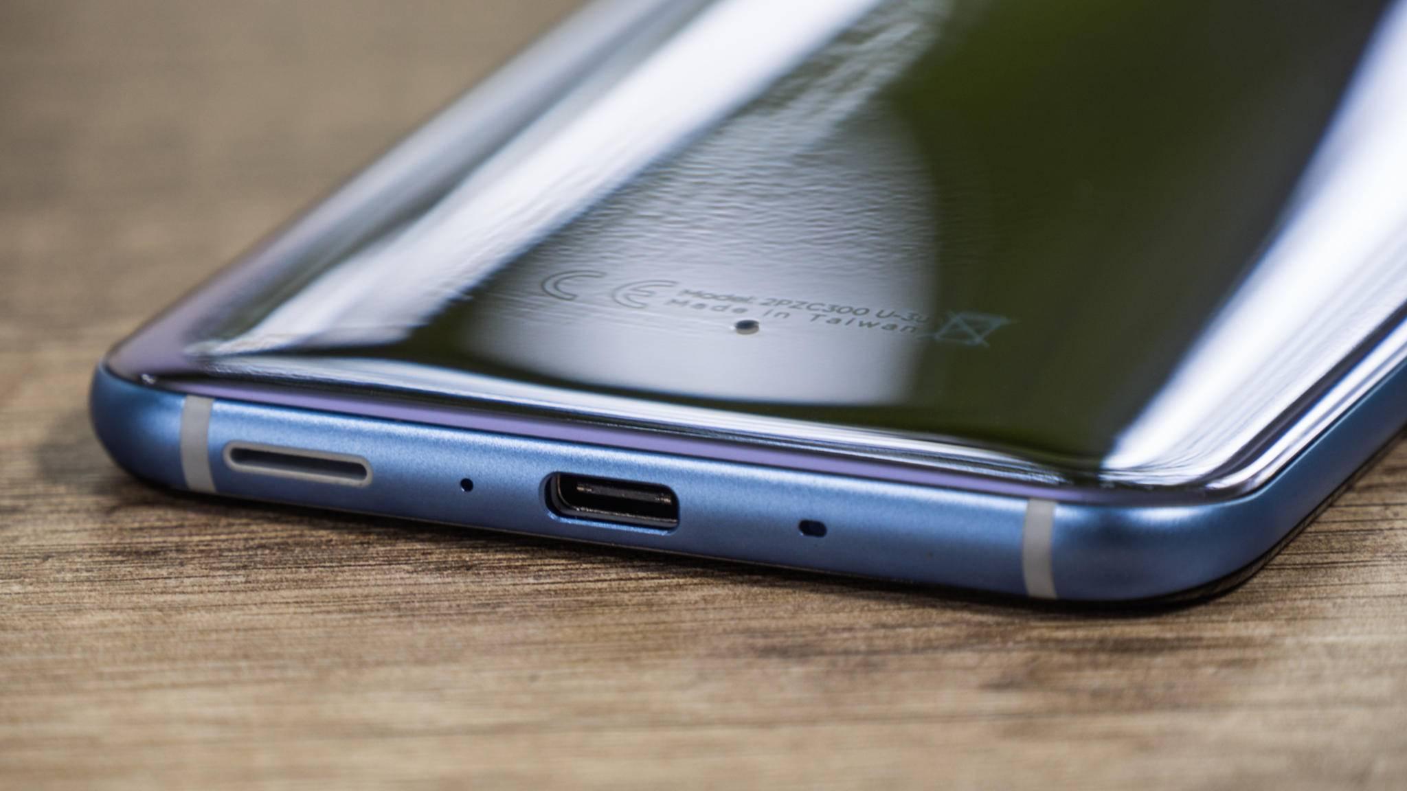 Das HTC U11 erlaubt schnellladen via Quick Charge 3.0.