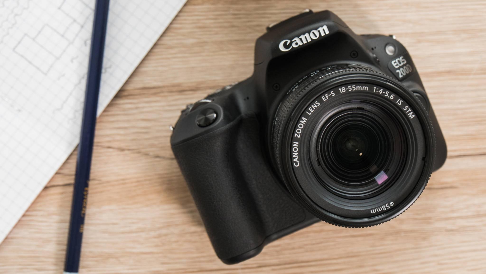 Die Canon EOS 200D ist die kleinste DSLR mit dreh- und schwenkbarem Display.