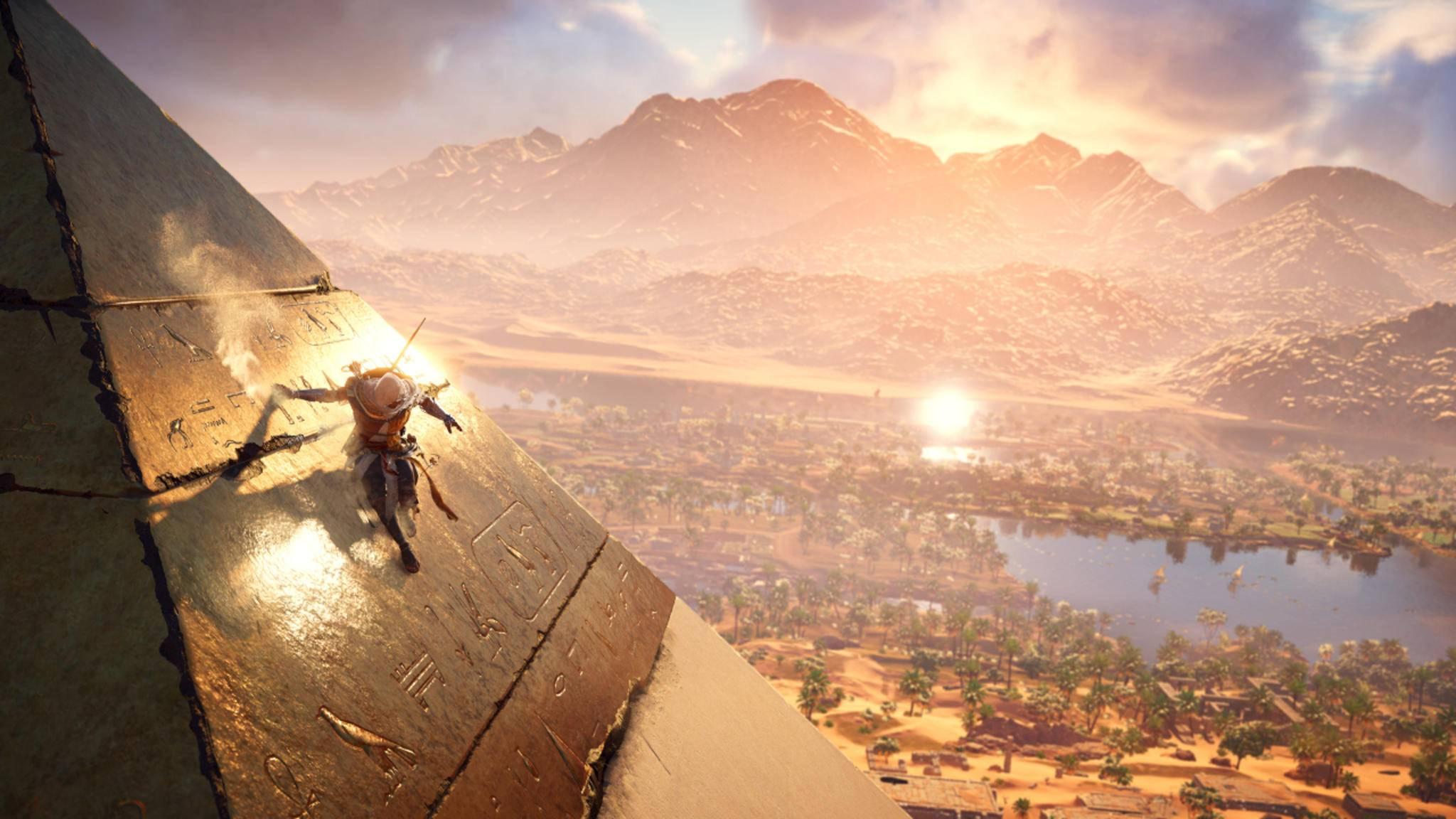 Assassine Bayek klettert gern an und in Pyramiden herum. Deren Bauweise ist zum Teil offenbar sogar näher an der Realität als die Archäologie erlaubt.