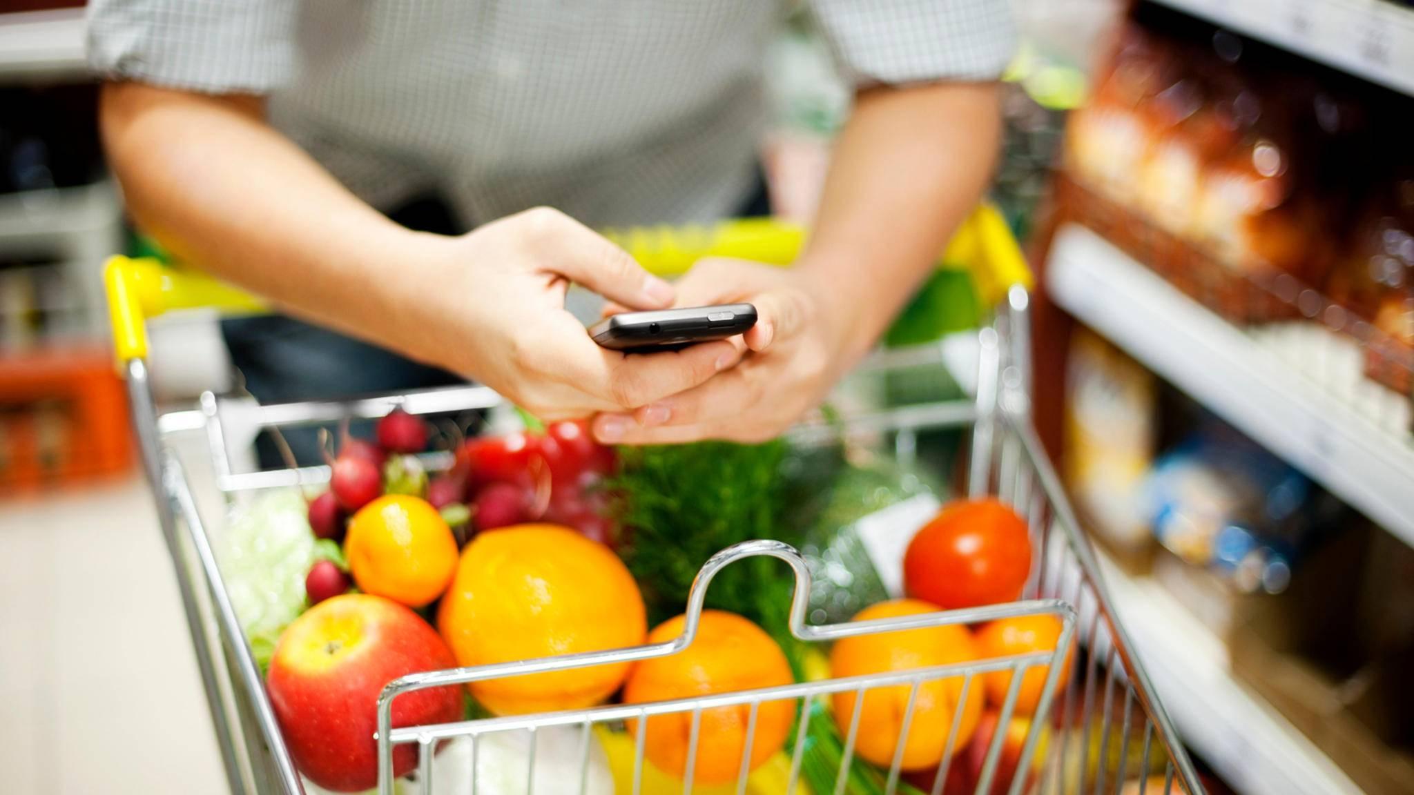Beim Clean Eating kommen nur unverarbeitete Lebensmittel in den Einkaufwagen.