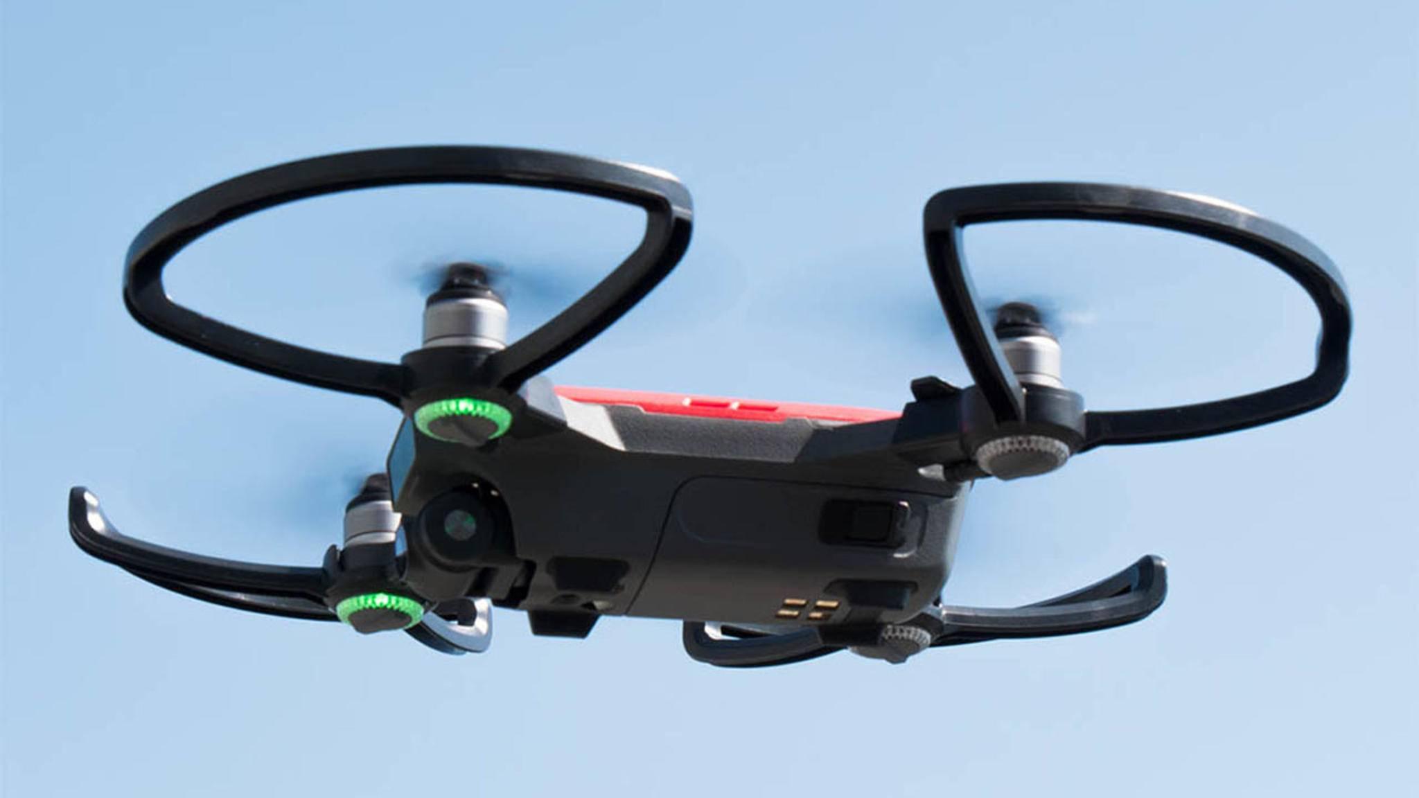 Drohnen wie die DJI Spark gibt es längst für den Privatgebrauch zu kaufen.