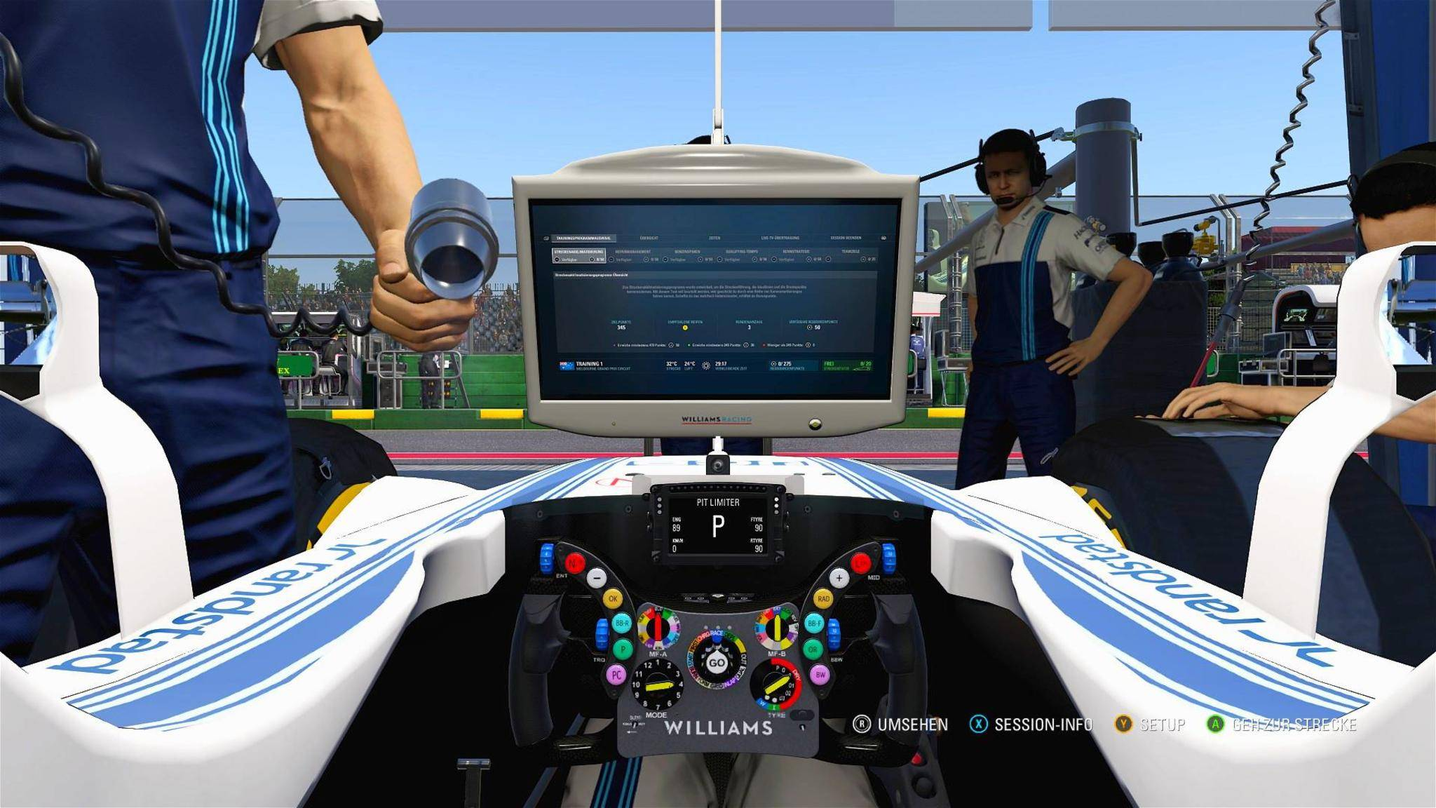 In der Box wird das Fahrzeug während des Trainings optimal abgestimmt.