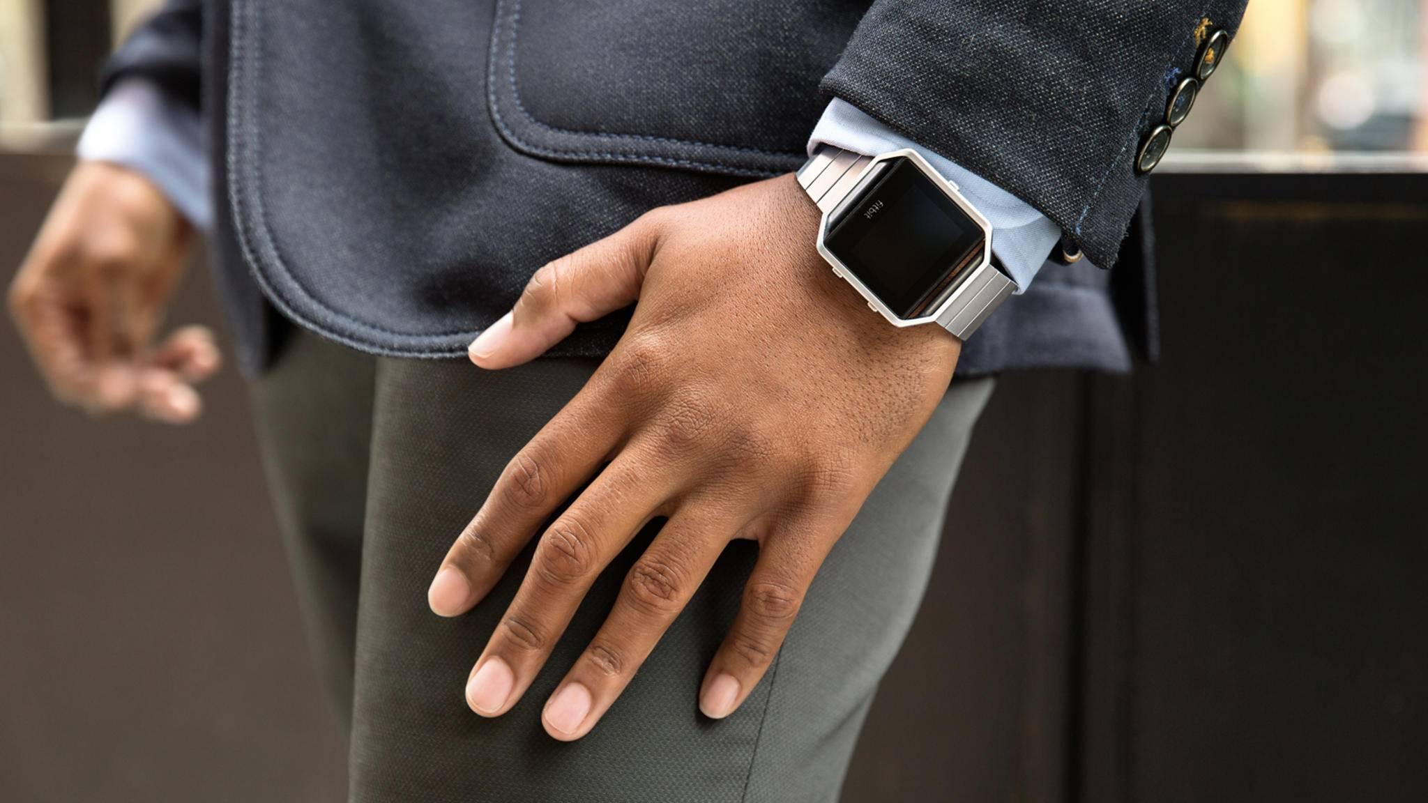 Fitbit könnte in Zukunft auch den Blutzucker am Handgelenk messen.