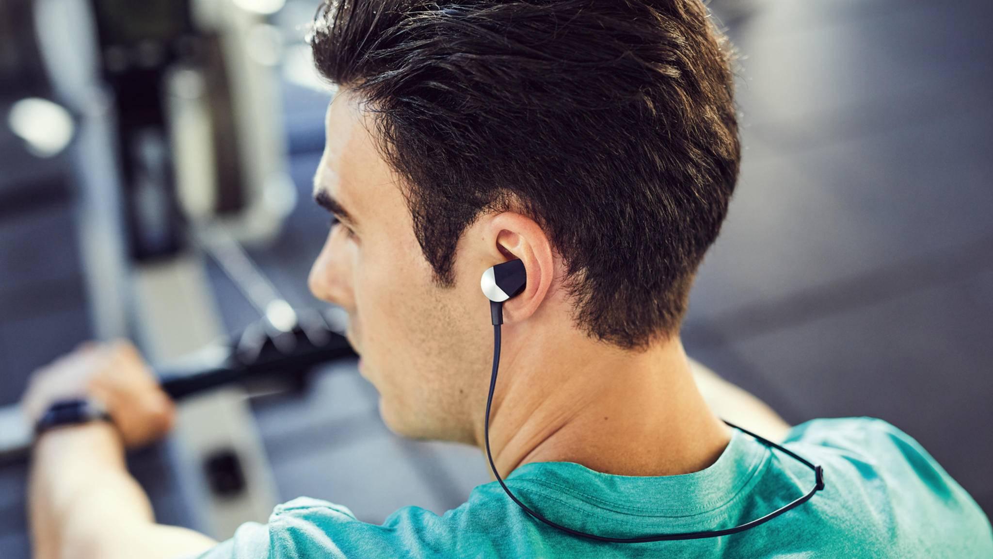 Der Fitbit Flyer wird als langlebiger Begleiter für das regelmäßige Workout beworben.