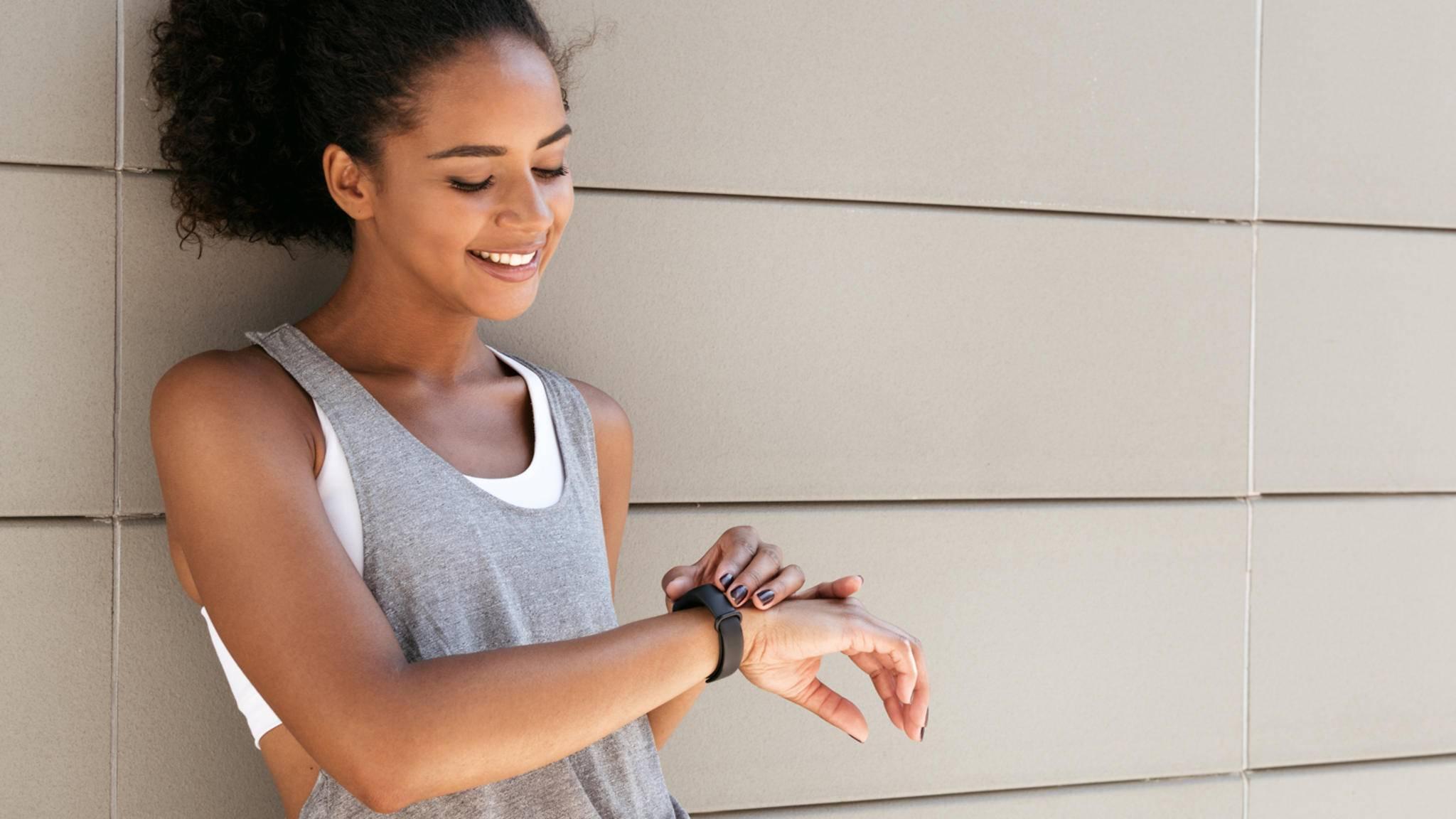 Damit die Ergebnisse Deines Fitness-Trackers stimmen, solltest Du ein paar Fehler vermeiden.