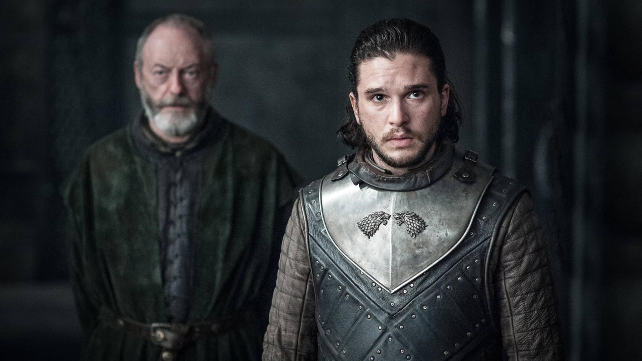 """Liam Cunningham (l.) spricht über die Dreharbeiten von """"Game of Thrones"""", Staffel 8."""
