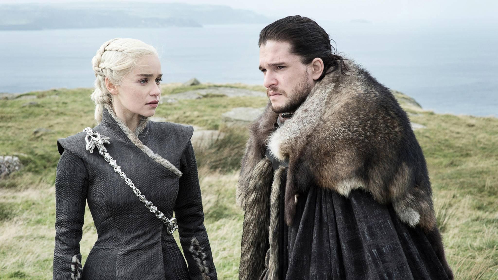 Kommen sich beim Drachen-Streicheln näher: Daenerys Targaryen und Jon Snow.