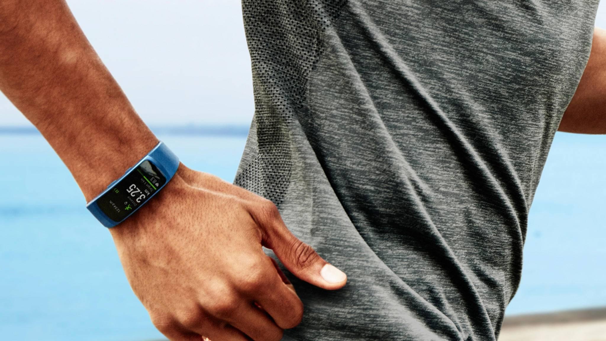 Mit der Samsung Gear Fit 2 Pro werden wohl auch heftigere Workouts problemlos möglich sein.