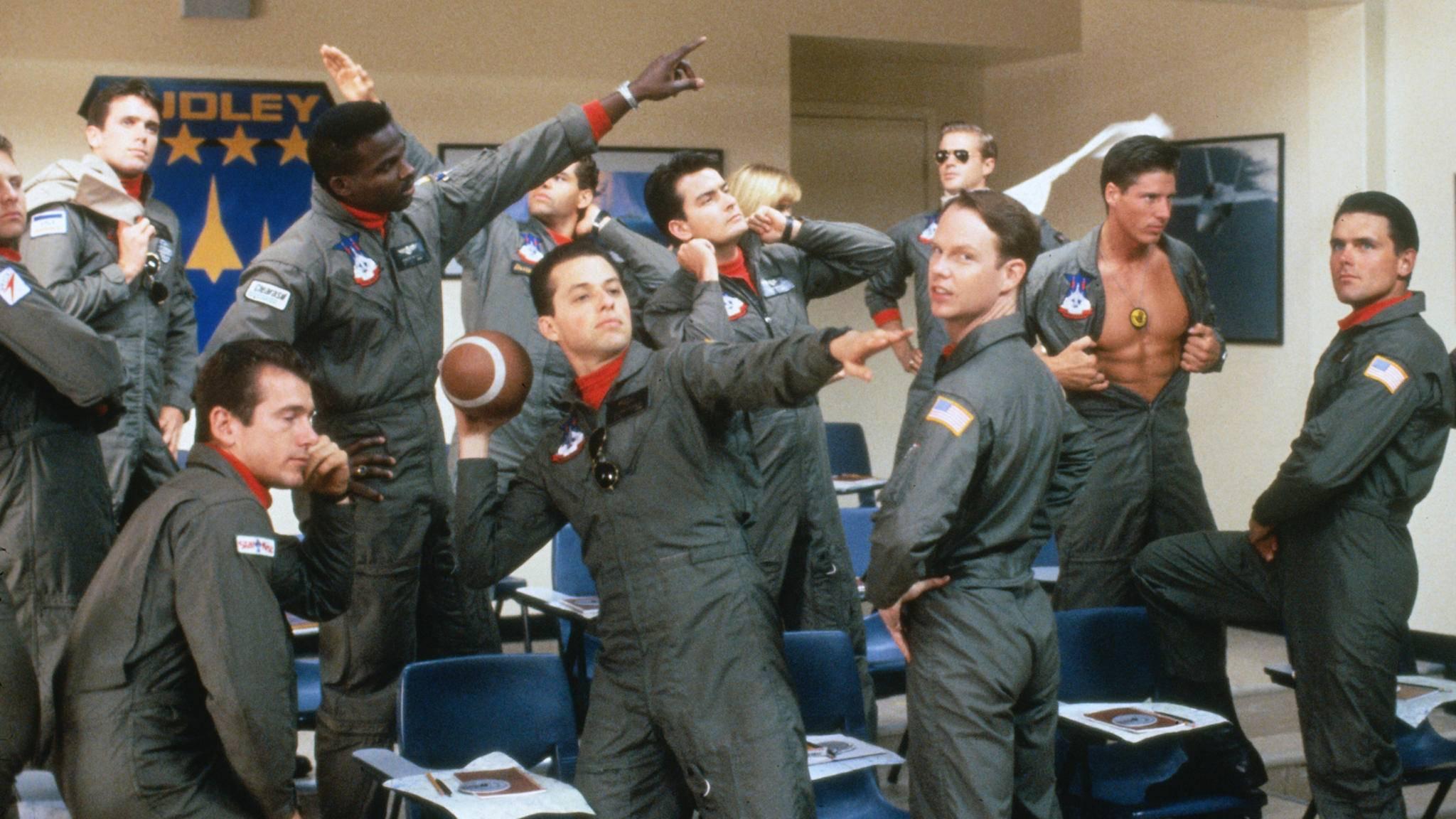 """In """"Hot Shots!"""" werden Navy-Piloten in amüsanter Form vorgeführt."""